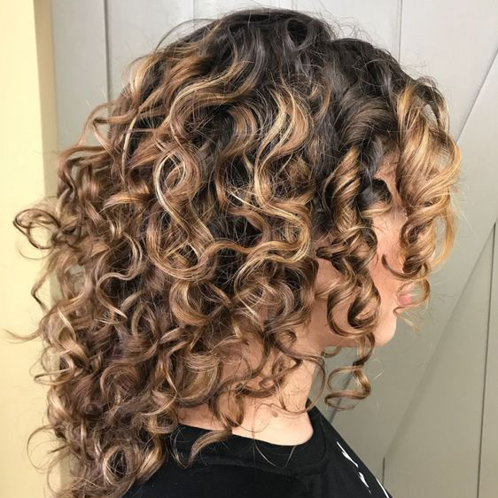 The Best Hairstyles for Medium-Length Curly Hair