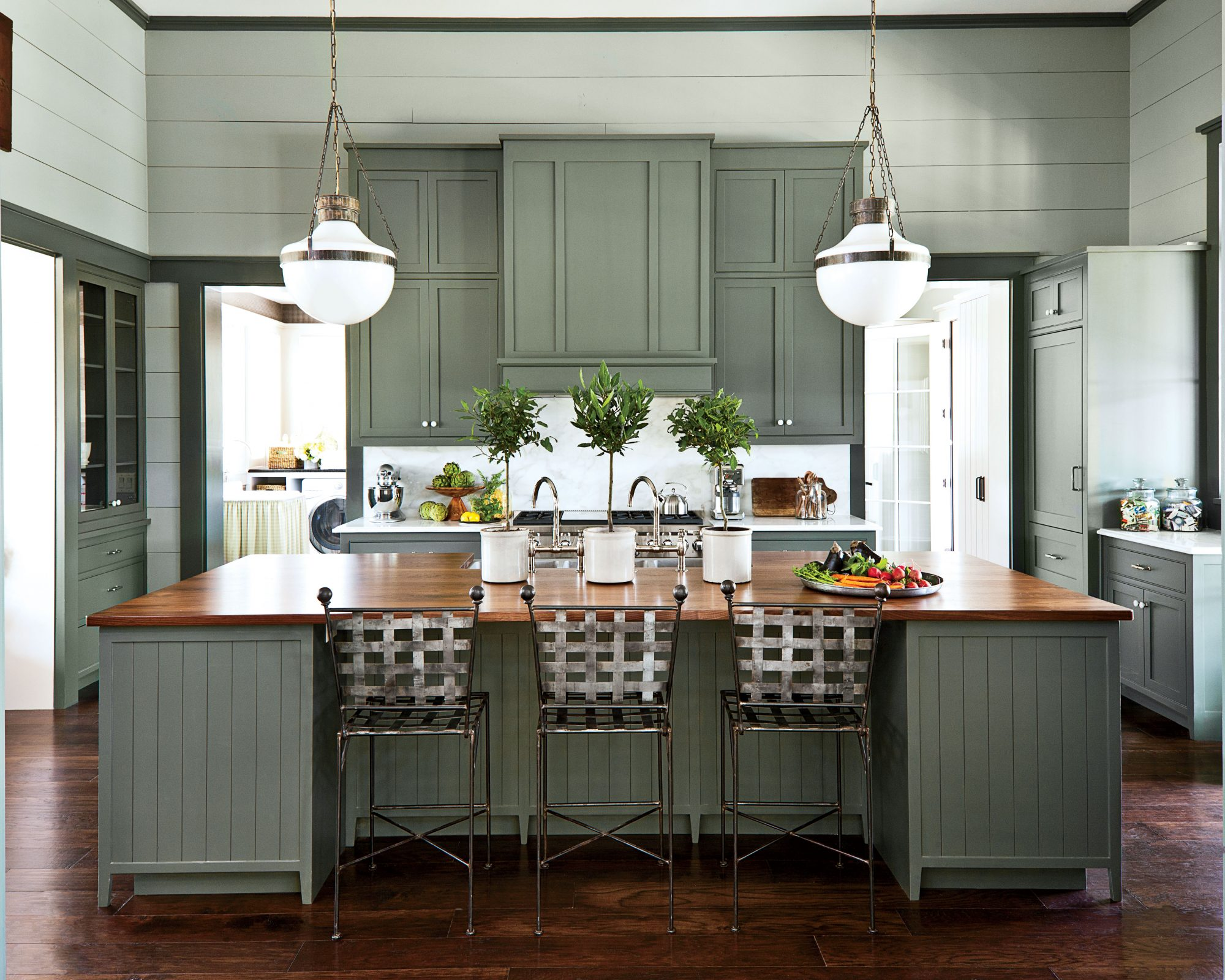 7 Paint Colors WeÍre Loving for Kitchen Cabinets in 2020 ...
