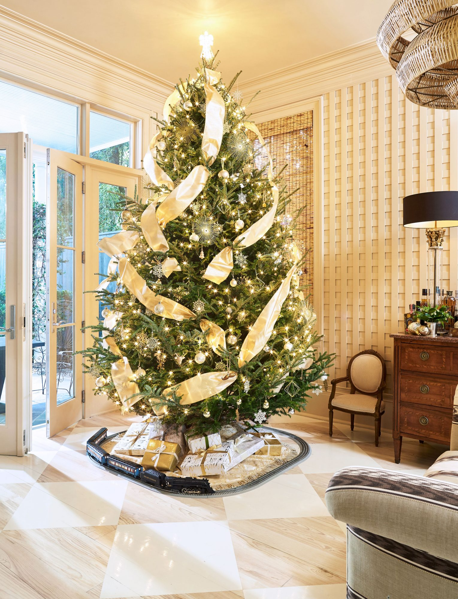These 10 Christmas Tree Toppers Are Festive Finishing Touches Southern Living