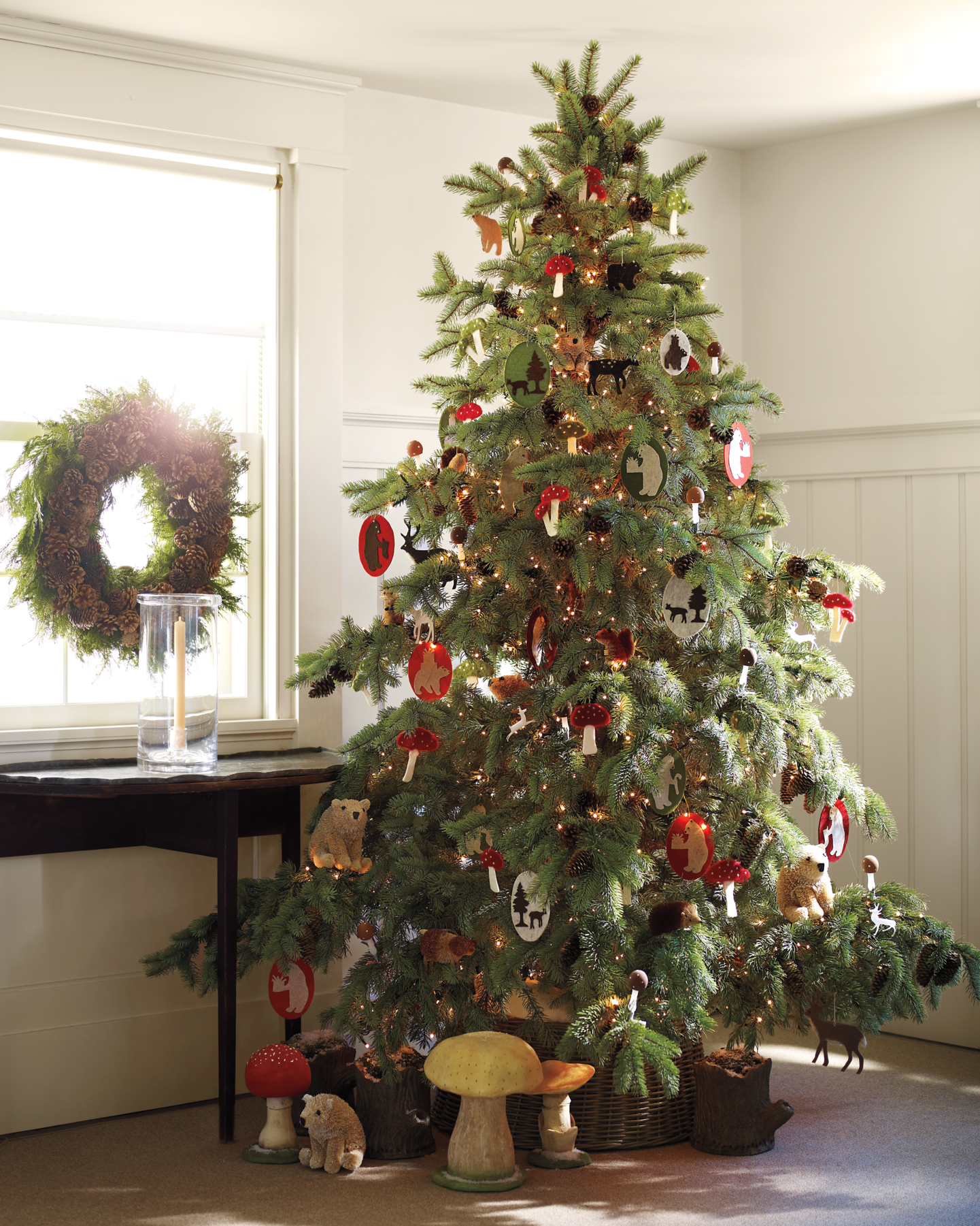 See All Of Martha S Farmhouse Christmas Decorations Over The Years Martha Stewart