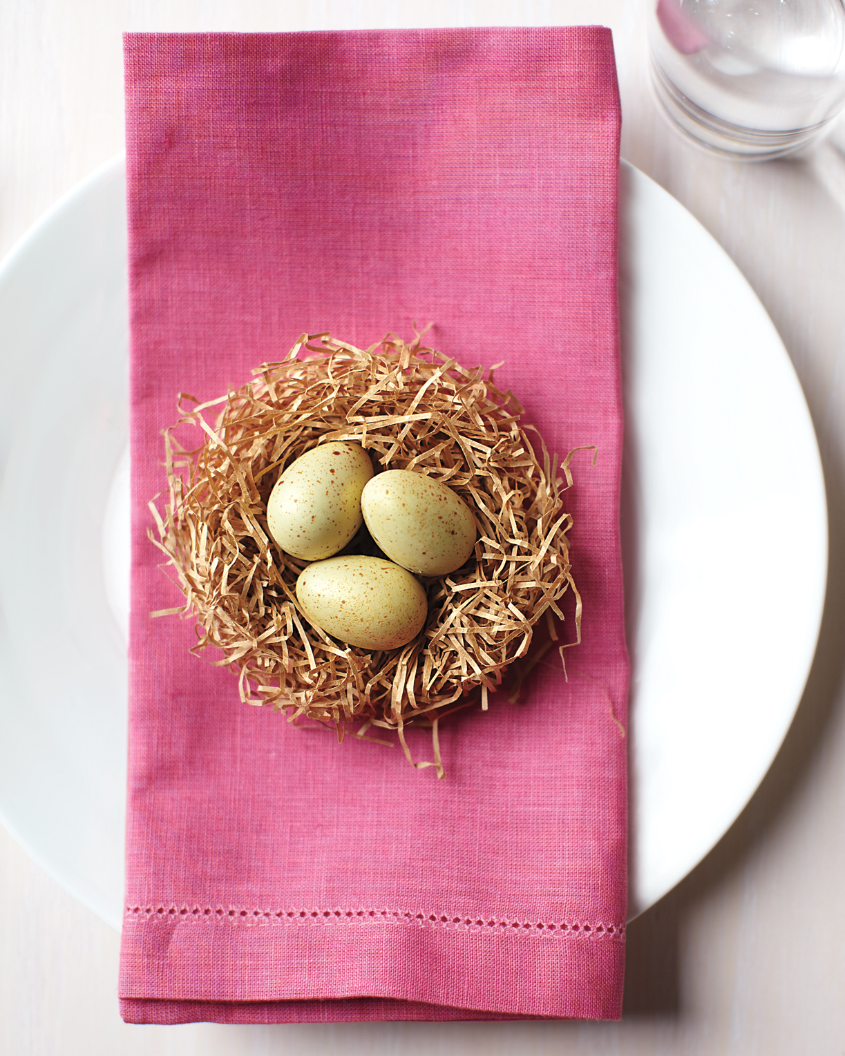 25 Easter Table Crafts and Favors