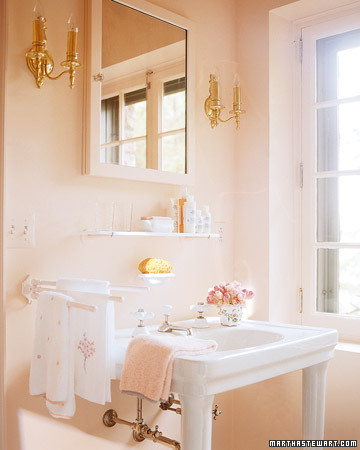Paint color with 50 39 s pink tile for Martha stewart bathroom designs