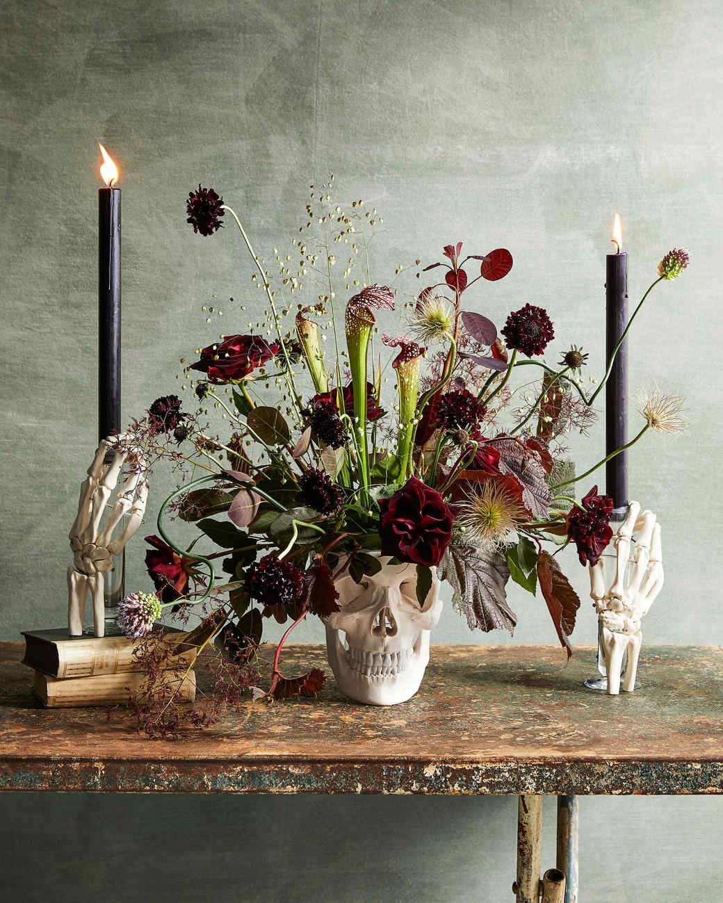 12 Flowers That Would Make Eerily Beautiful Additions to Your Halloween Décor