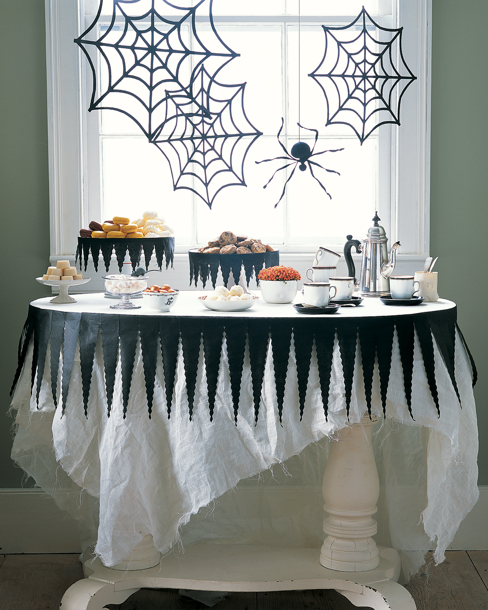 13 Creepy-Crawly Spider Crafts That Are Perfect for Halloween