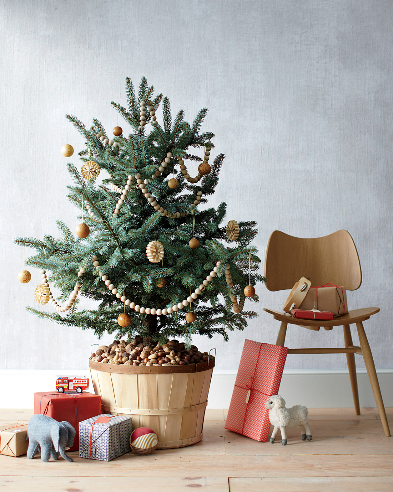 5 Tips to Keeping Your Christmas Tree Fresh Through December