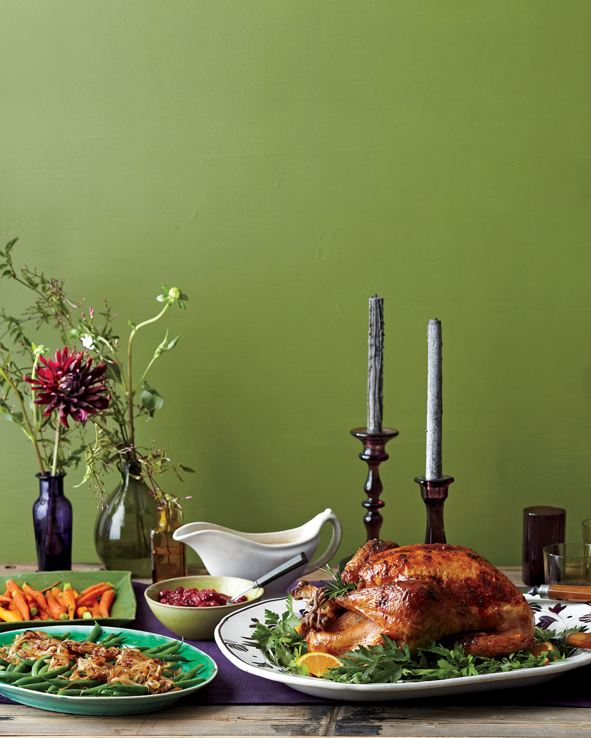 A Guide to Thanksgiving Etiquette for Hosts and Guests Alike