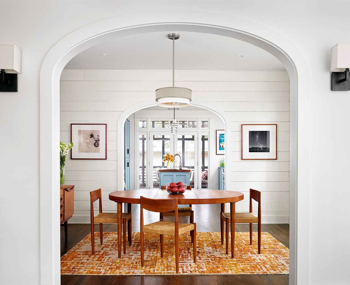 shiplap dining table arch rug