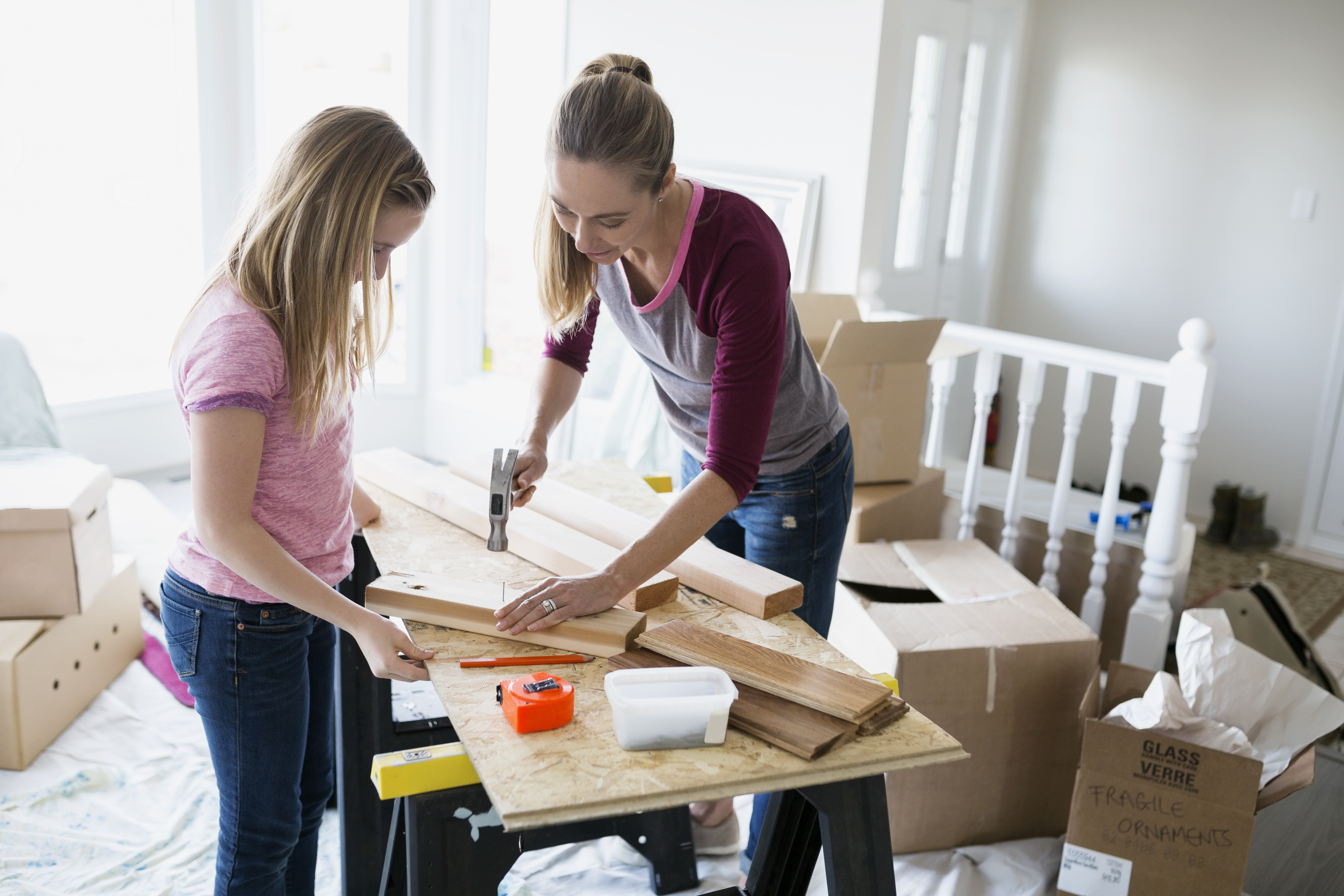 Getty-mom-daughter-build