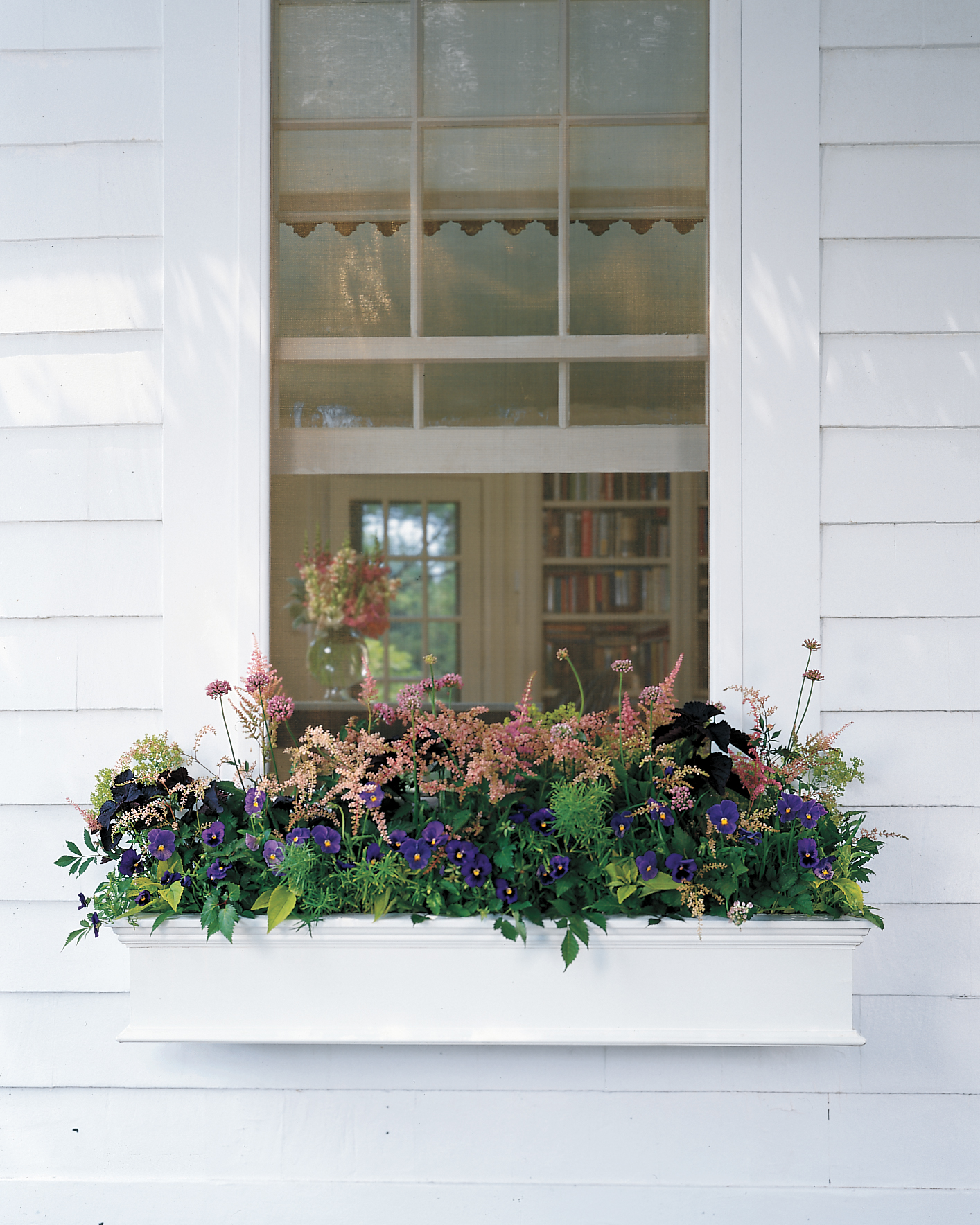 How to Arrange Gorgeous Window Boxes
