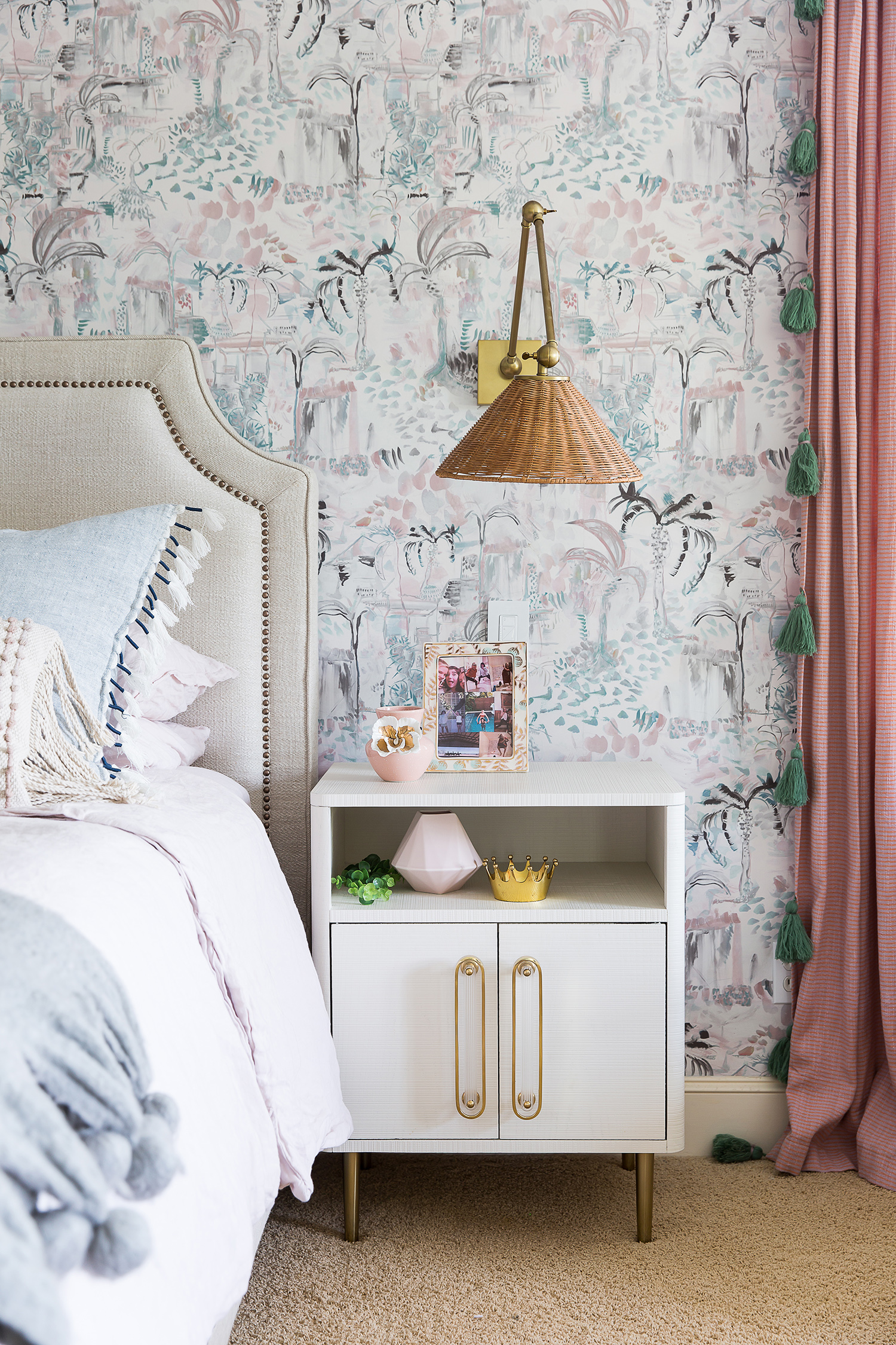A Tween Bedroom in Austin, Texas, Gets a  Not-Too-Girly  Makeover