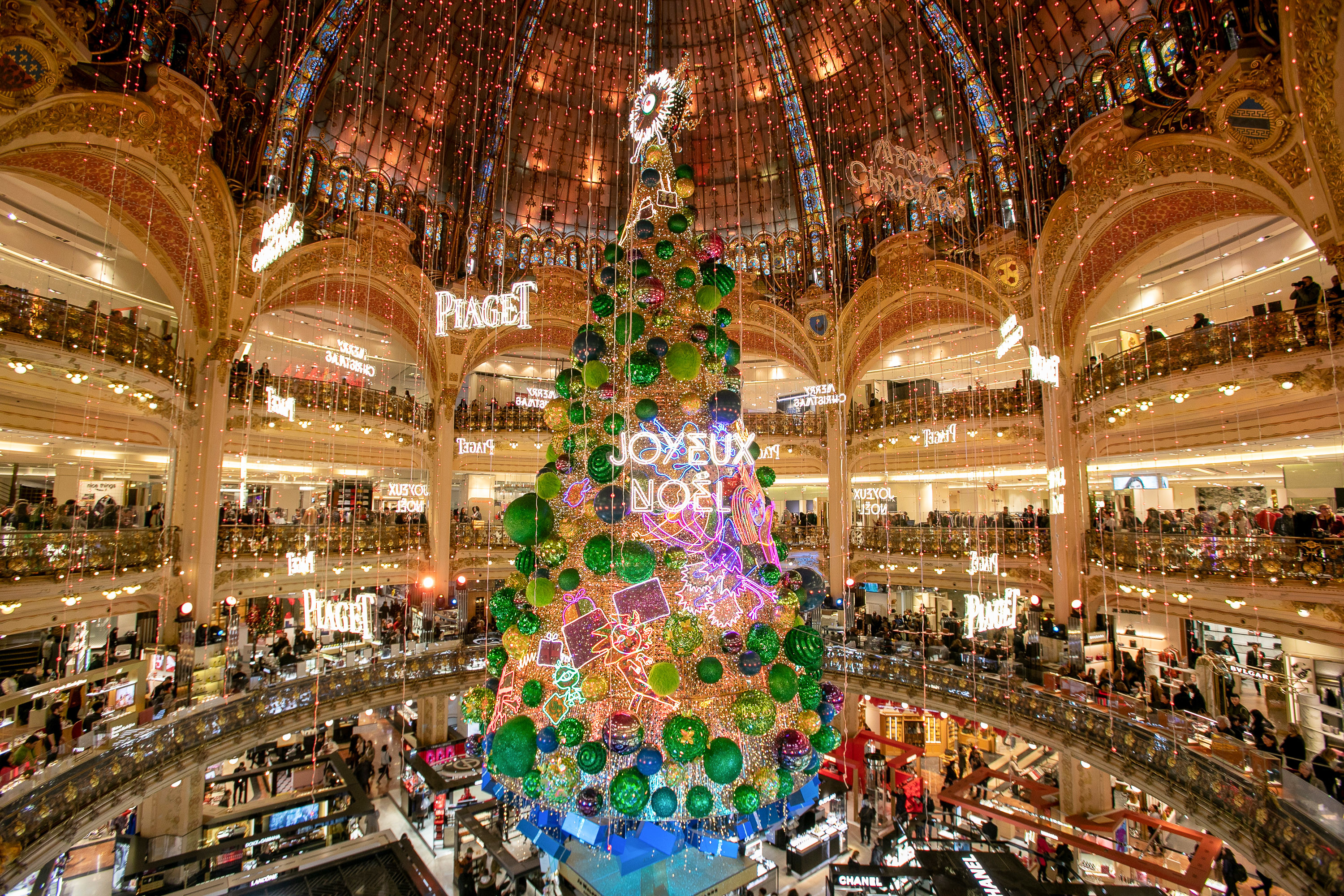 12 Of The Most Magical Christmas Trees Around The World Martha Stewart