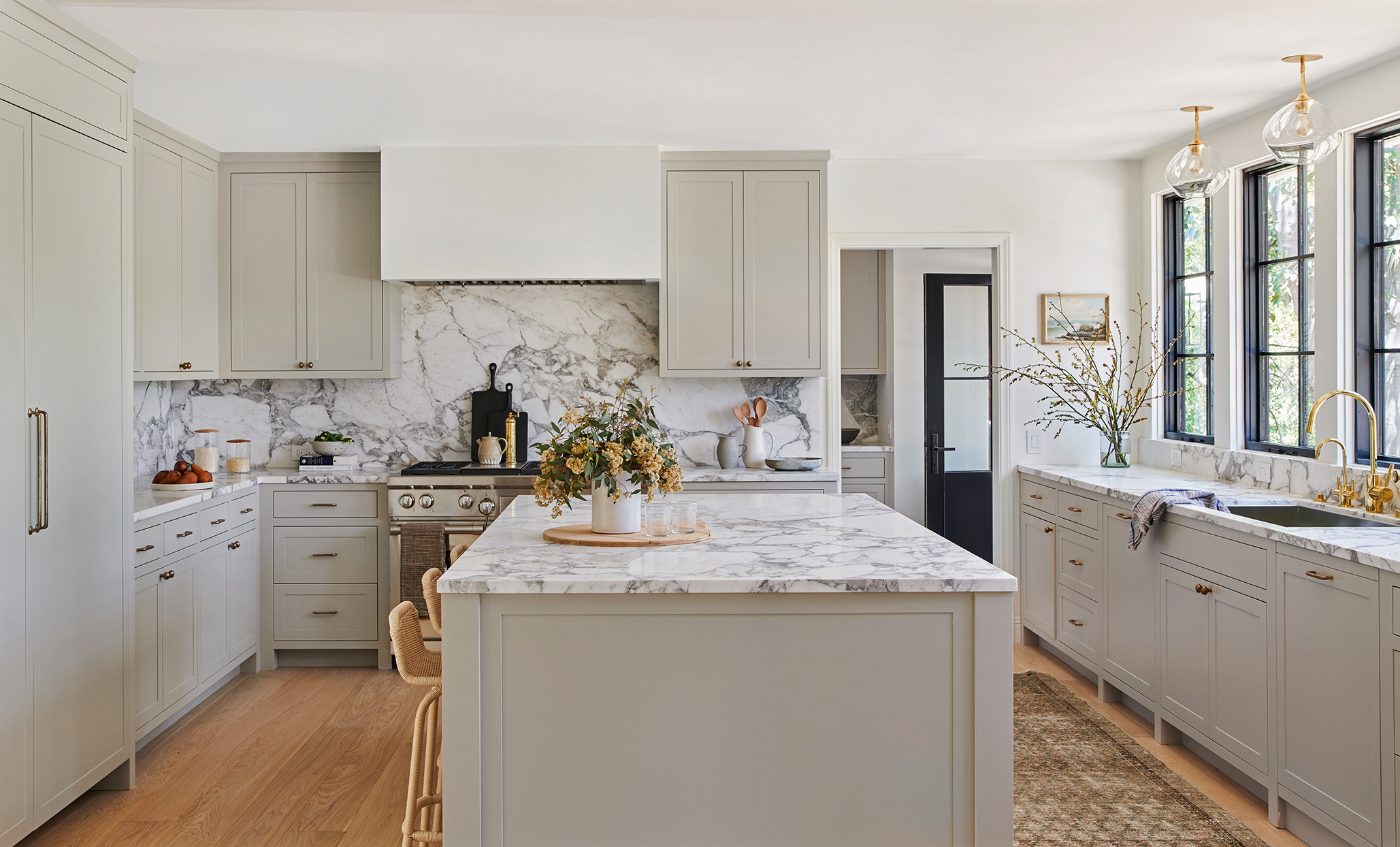 11 Gorgeous Marble Backsplashes That'll Refresh Any Kitchen