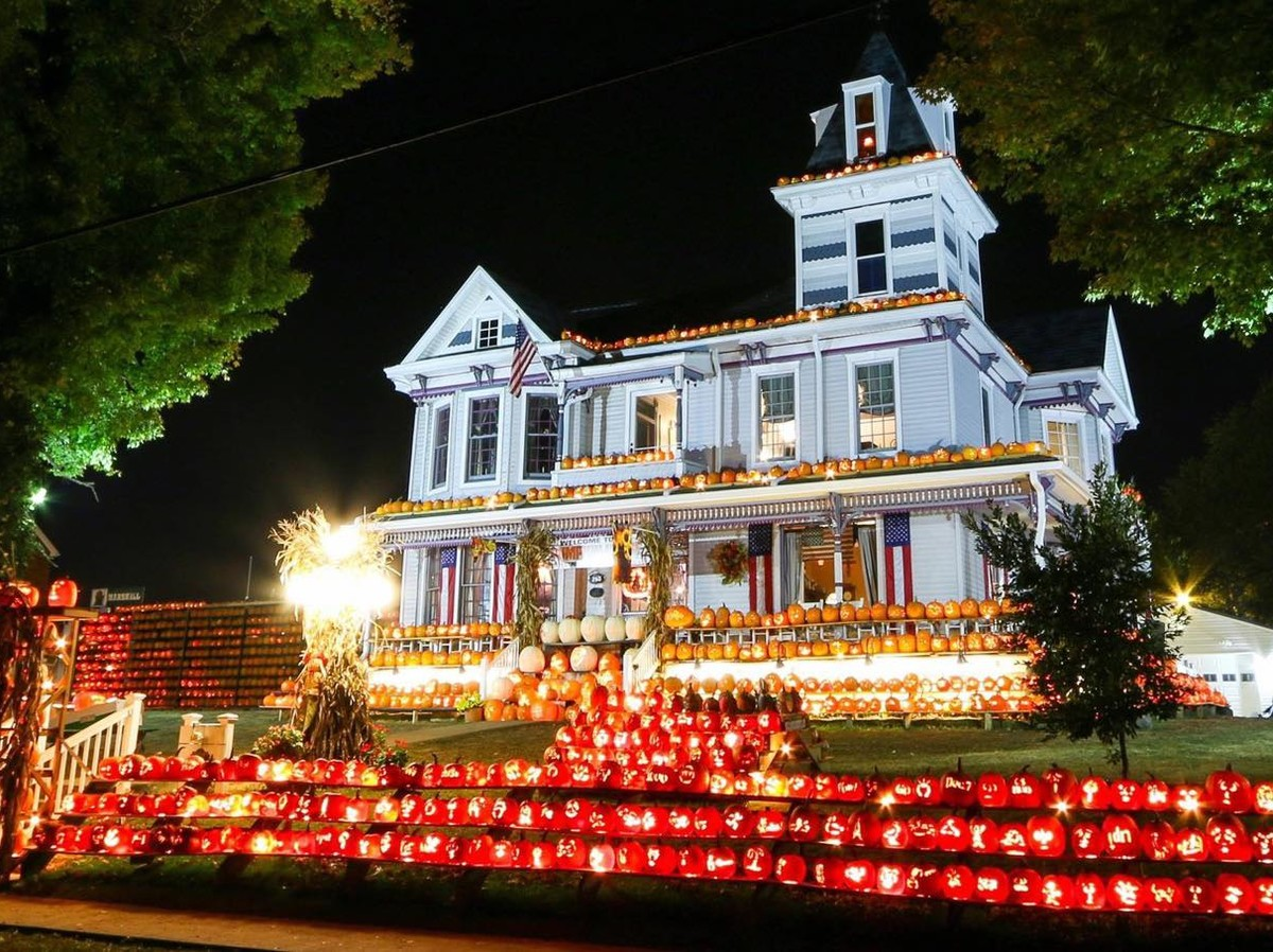 This West Virginia Home Puts 3,000 Pumpkins on Display Every Halloween