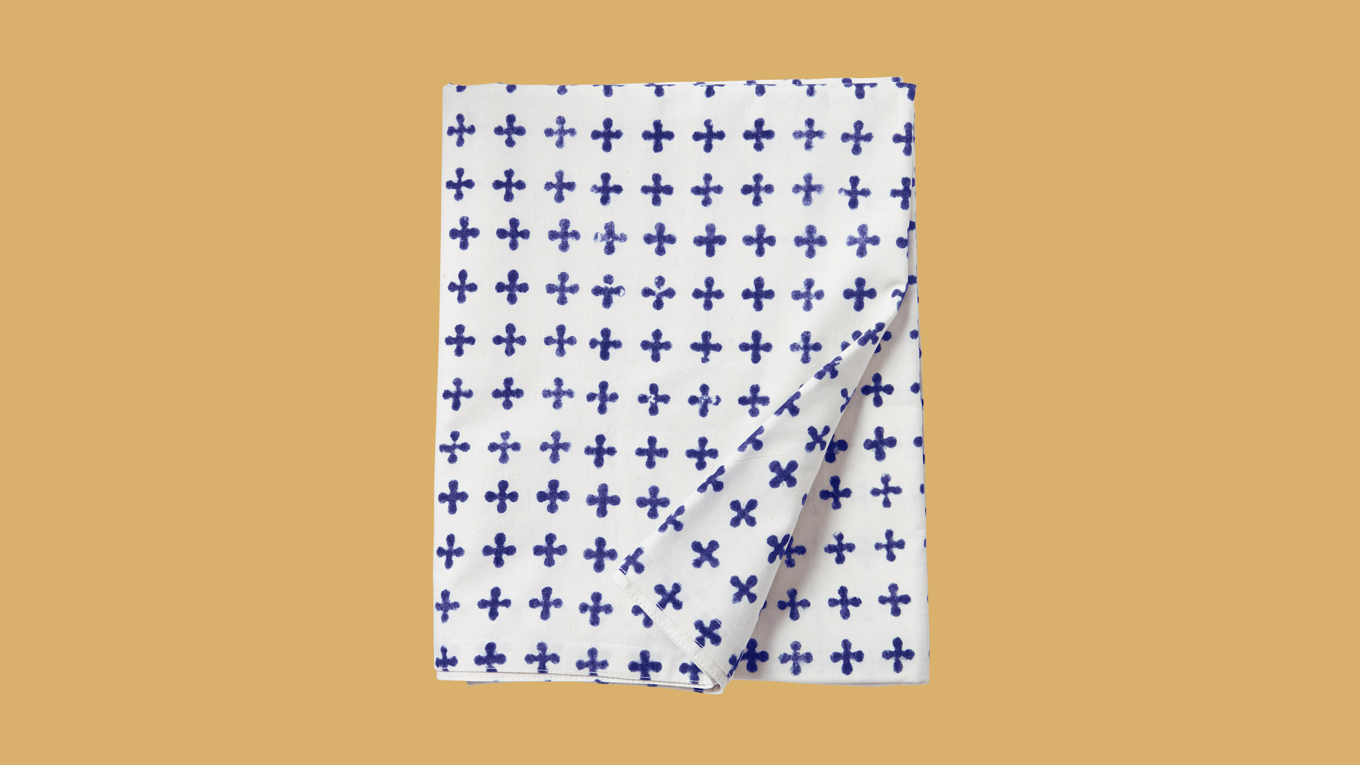 patterned tablecloth and napkins