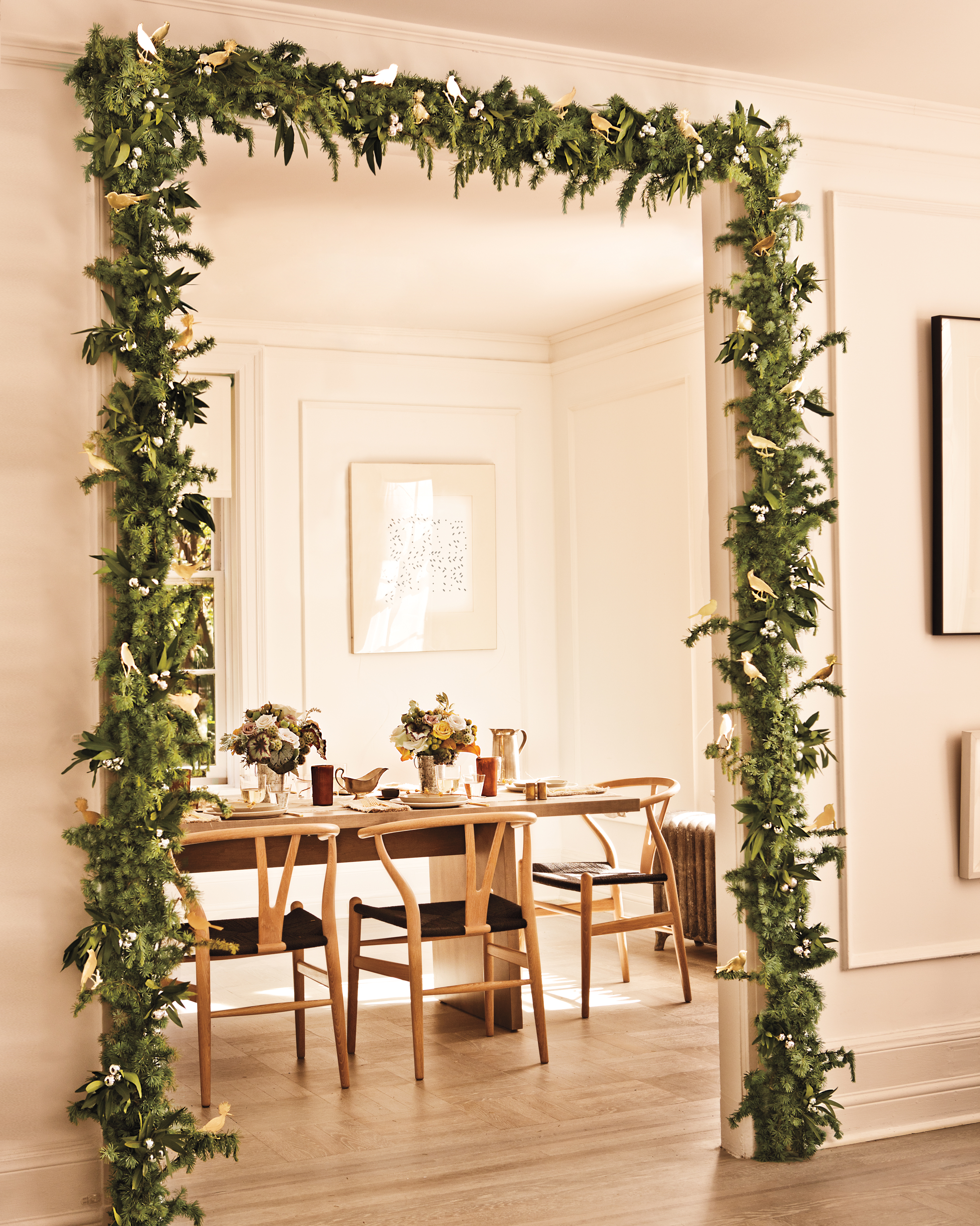 12 Christmas Garlands to Deck the Halls in Merry Style