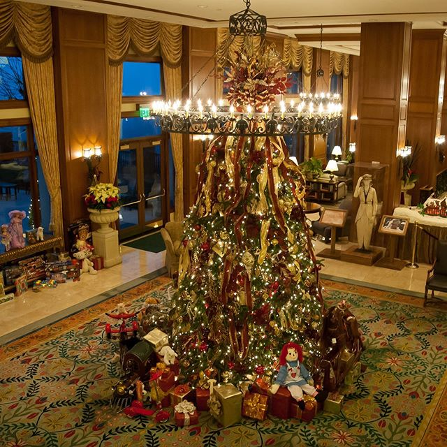 Biltmore Estate's Christmas Decorations Are Here
