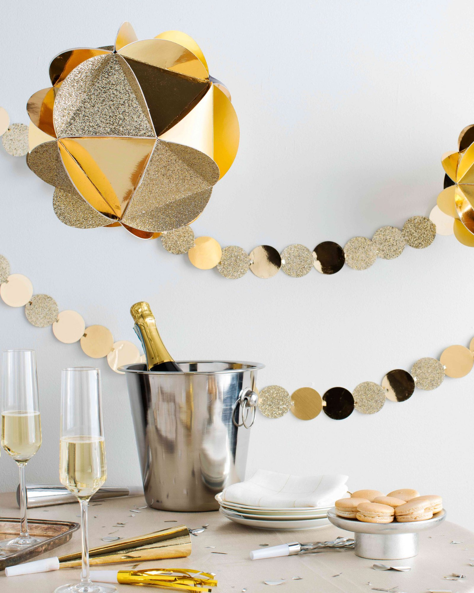 New Year S Eve Table Decorations That Ll Impress Any Guest Martha Stewart