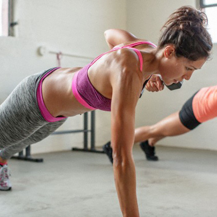 Should You Work Out Alone or With a Group?