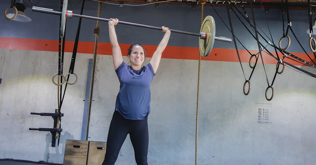 woman-lifting-weights-pregnant-crossfit.jpg