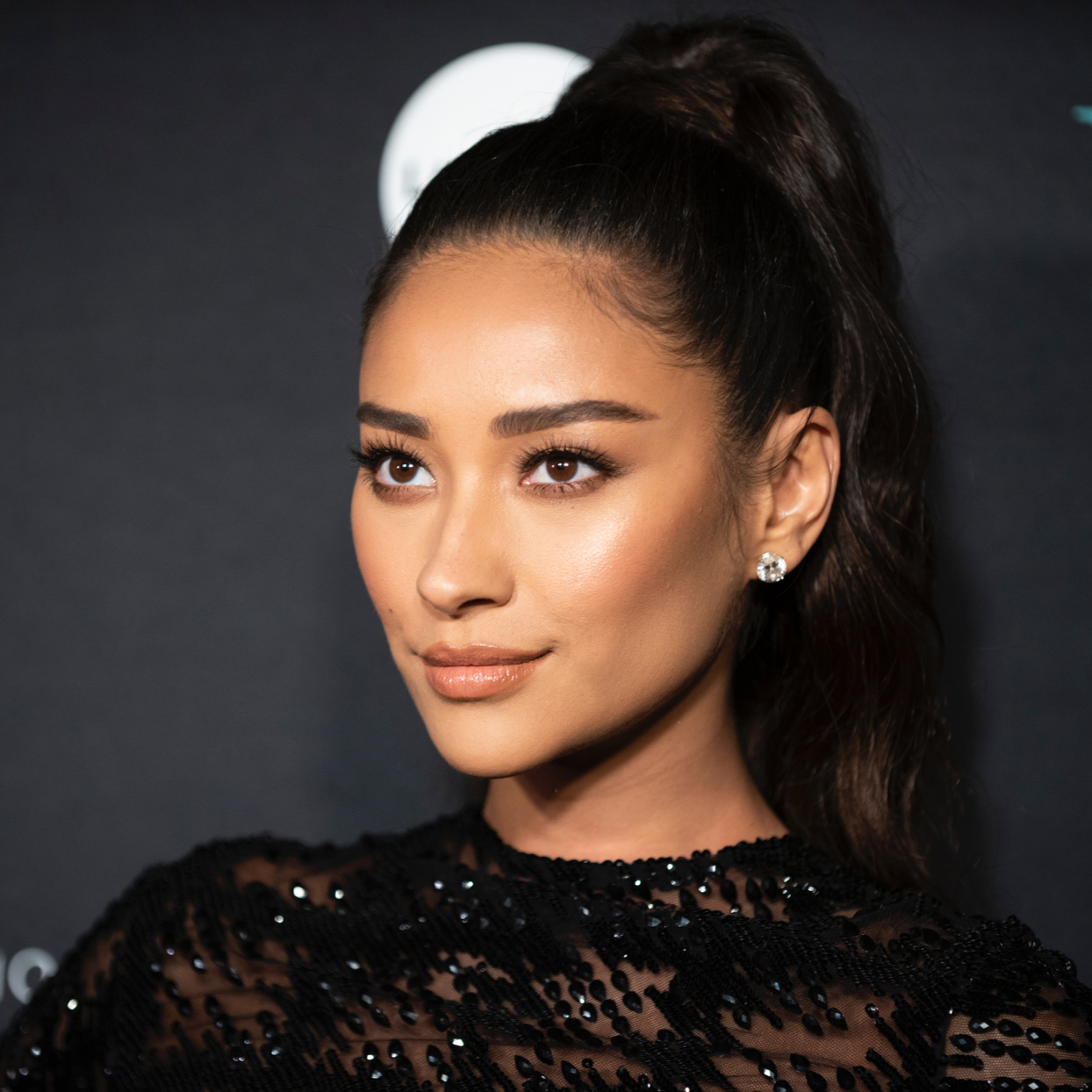 Shay Mitchell Started Wearing Diapers After Having to Pee All the Time During Pregnancy