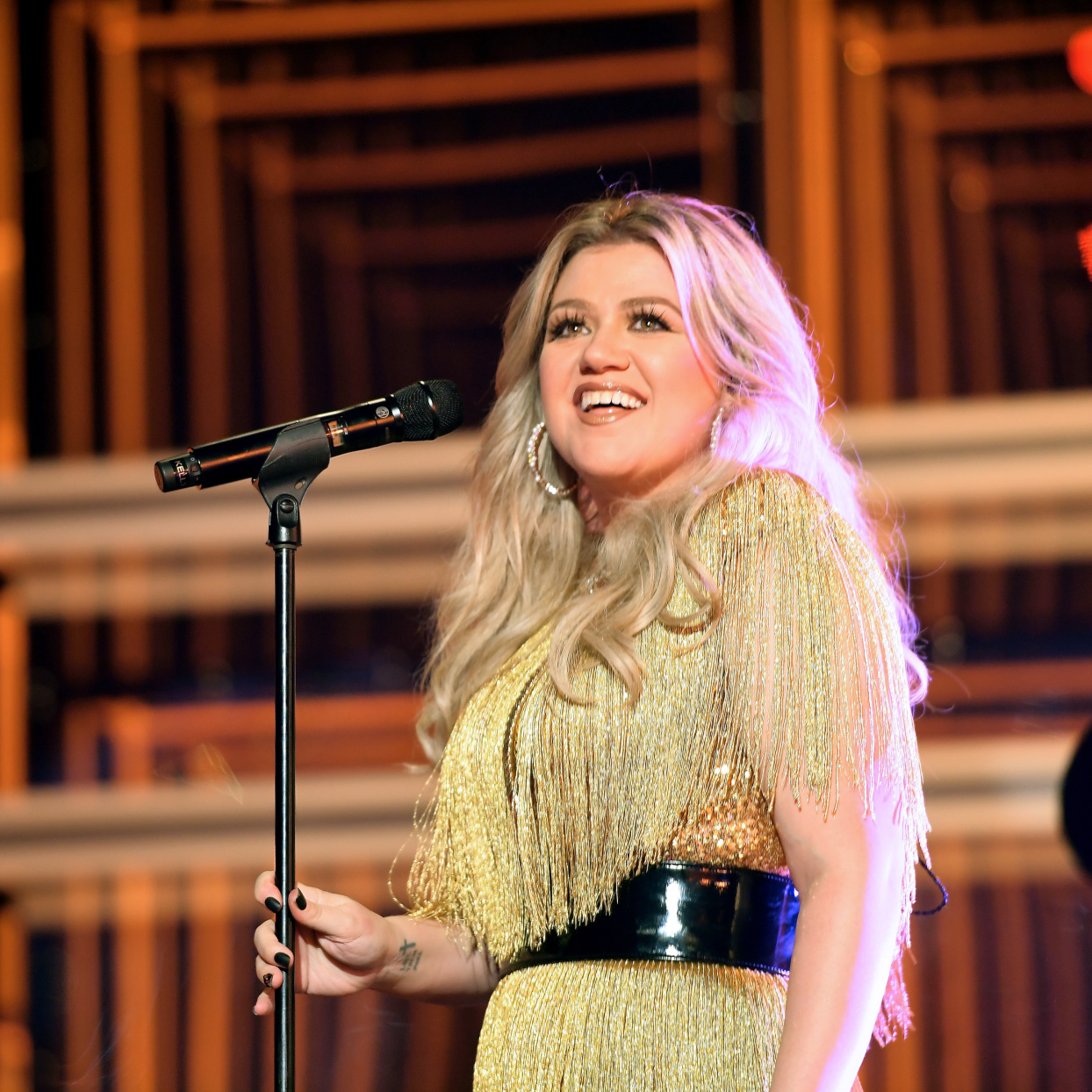 Kelly Clarkson Reveals Another Health Scare—a Cyst on Her Ovary Burst On Live TV