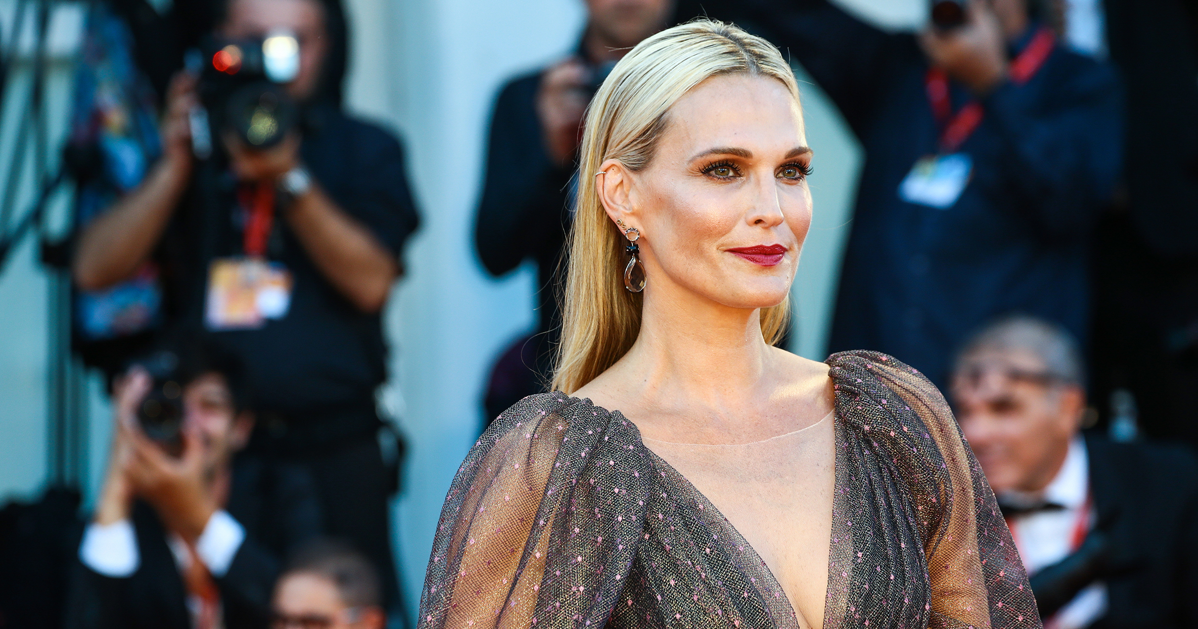 What Molly Sims Wants Women to Know About the Decision to Freeze Your Eggs