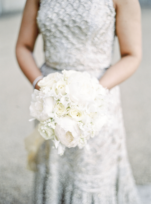 momina jack wedding bride white bouquet
