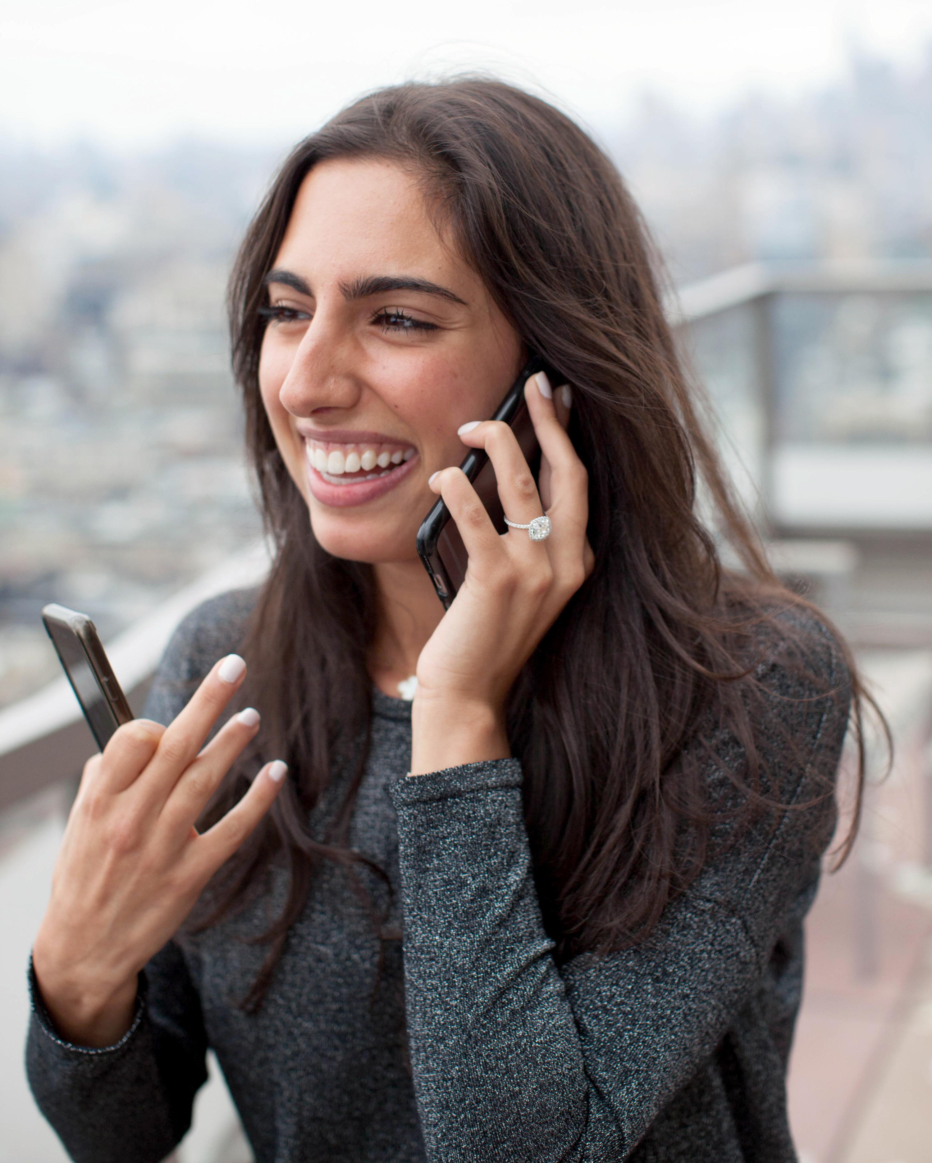 lea-joseph-proposal-phone-1067-s112360-0915.jpg