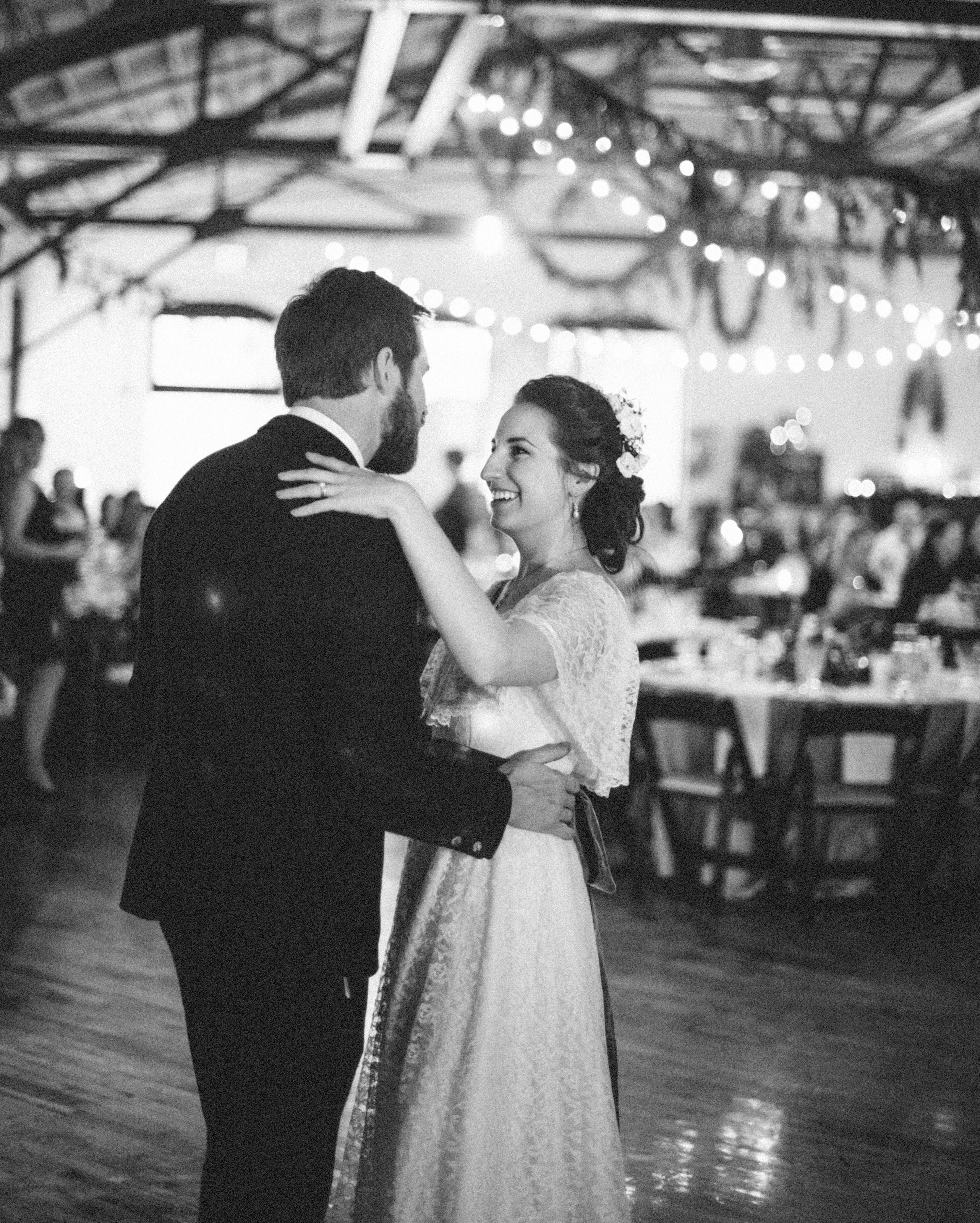 sidney-dane-wedding-dance-440-s112109-0815.jpg