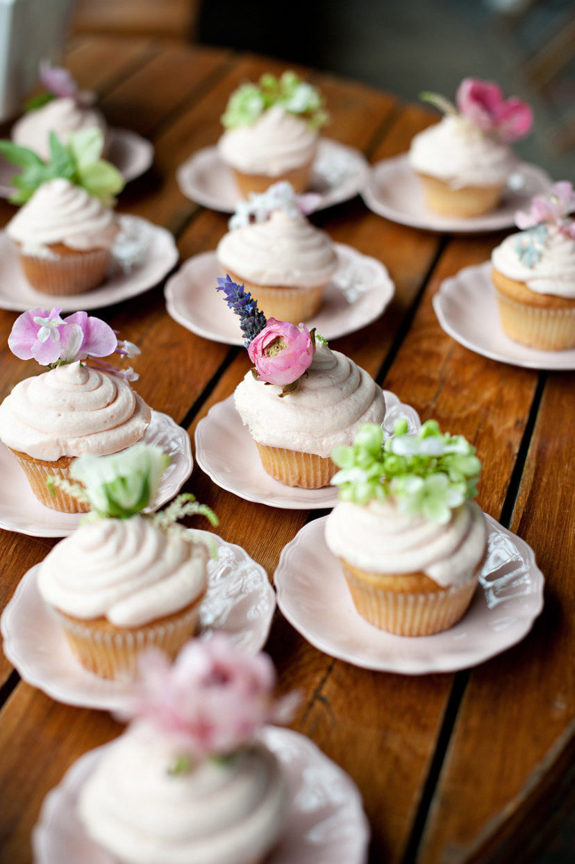 vanilla frosted cupcakes with fresh flowers