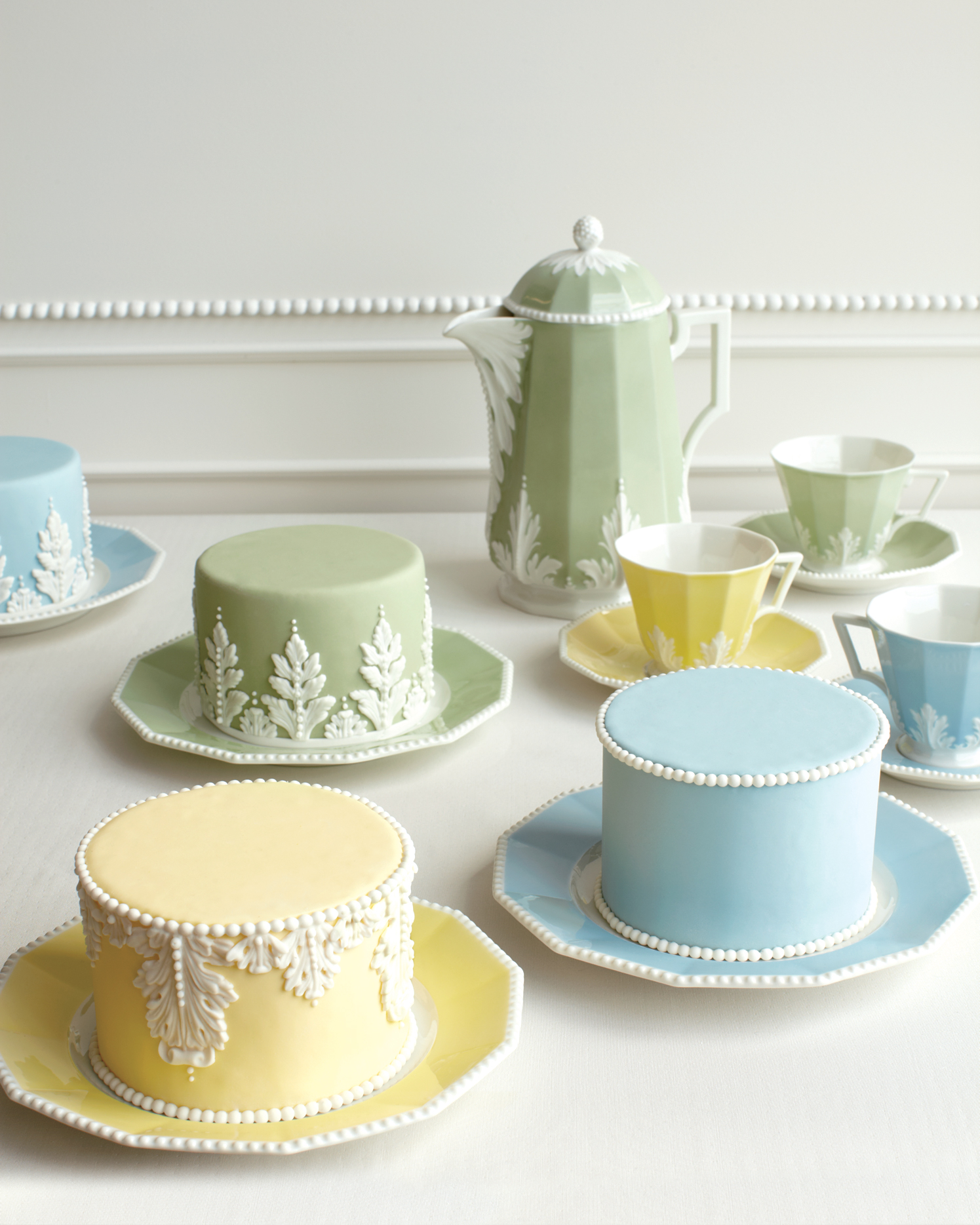 mini-cakes-mwd107844.jpg