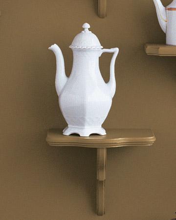 mw1004_fall04_white_teapot.jpg