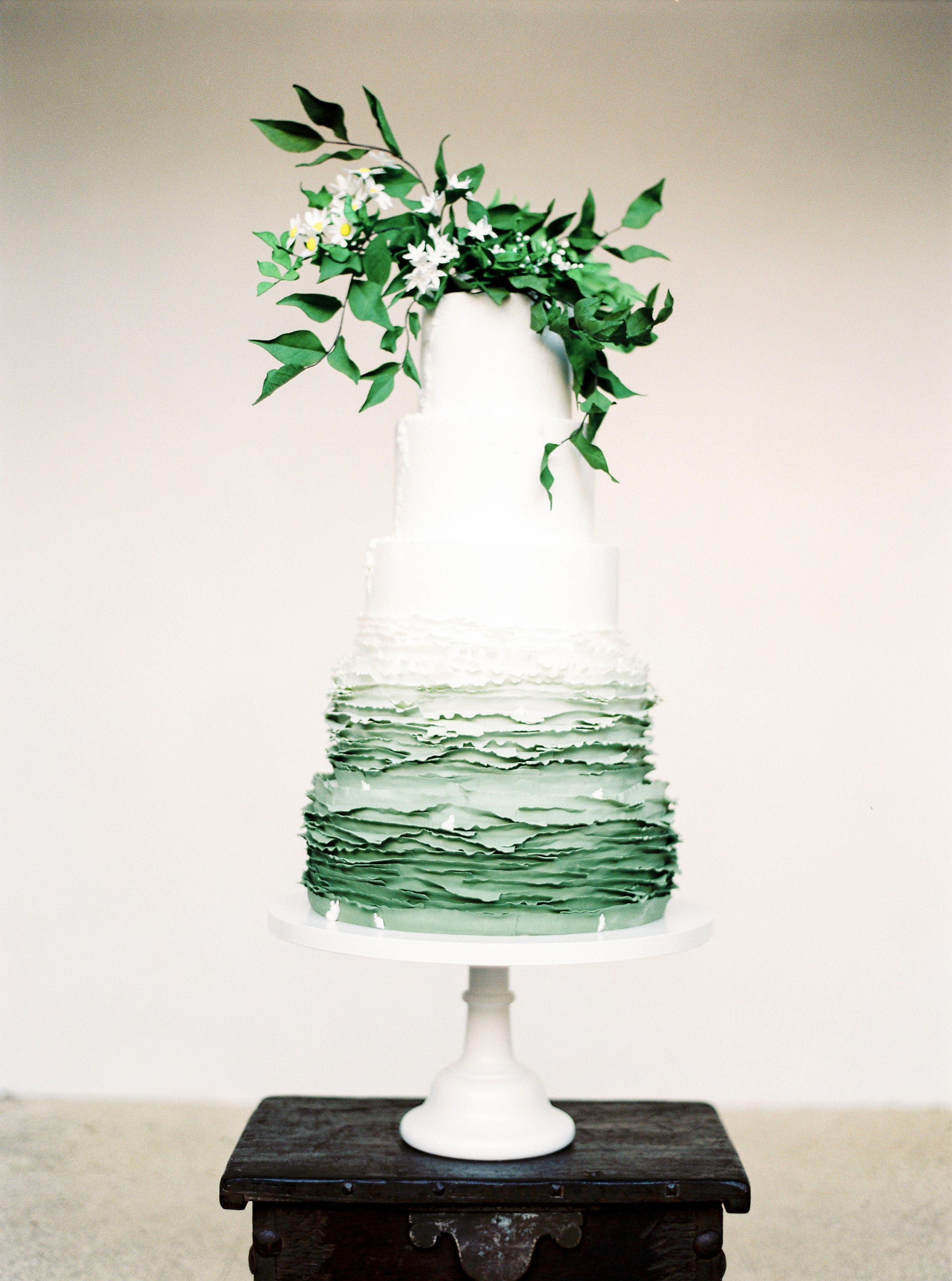 Summer Wedding Cakes That Speak to the Season