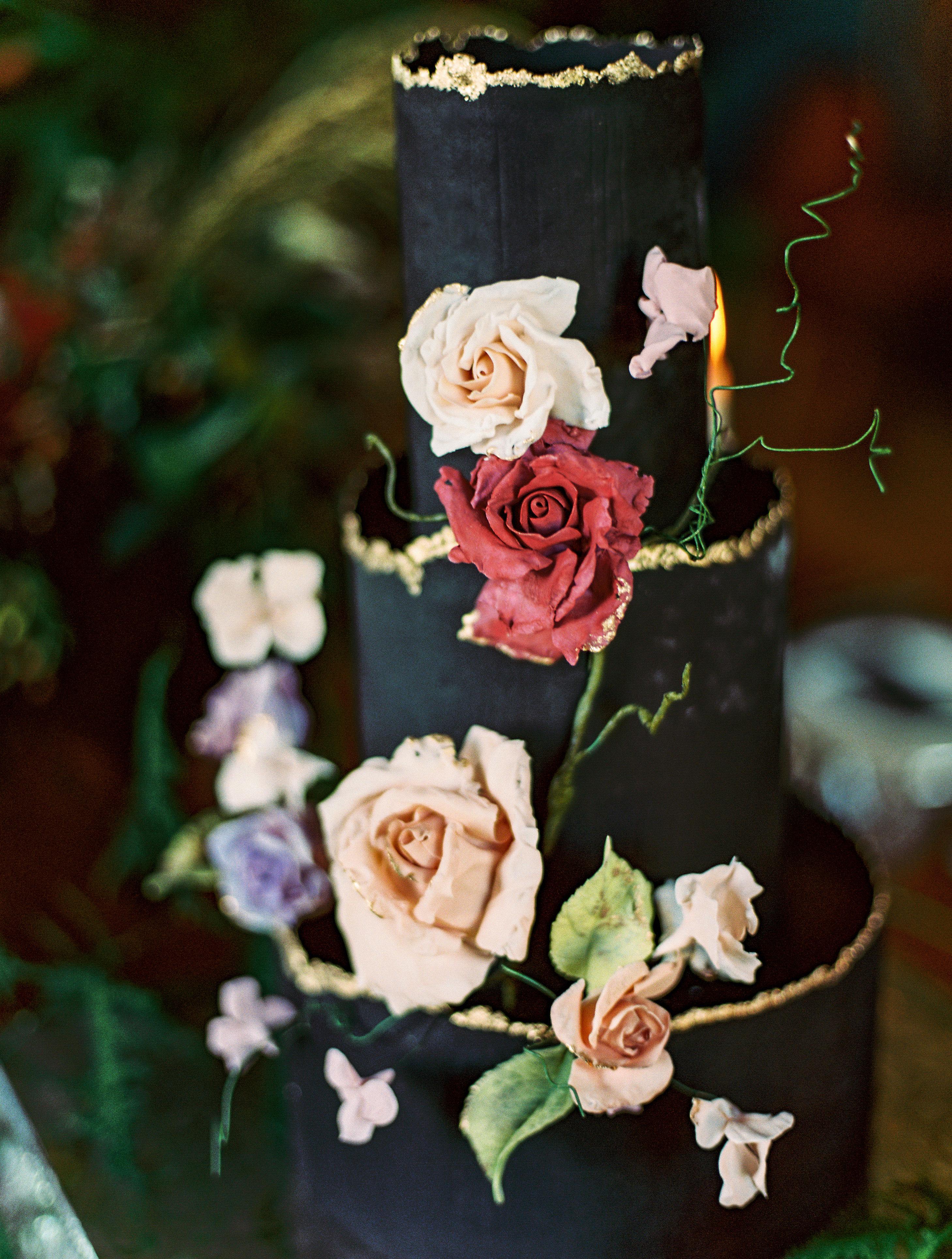 black wedding cake flowers gold