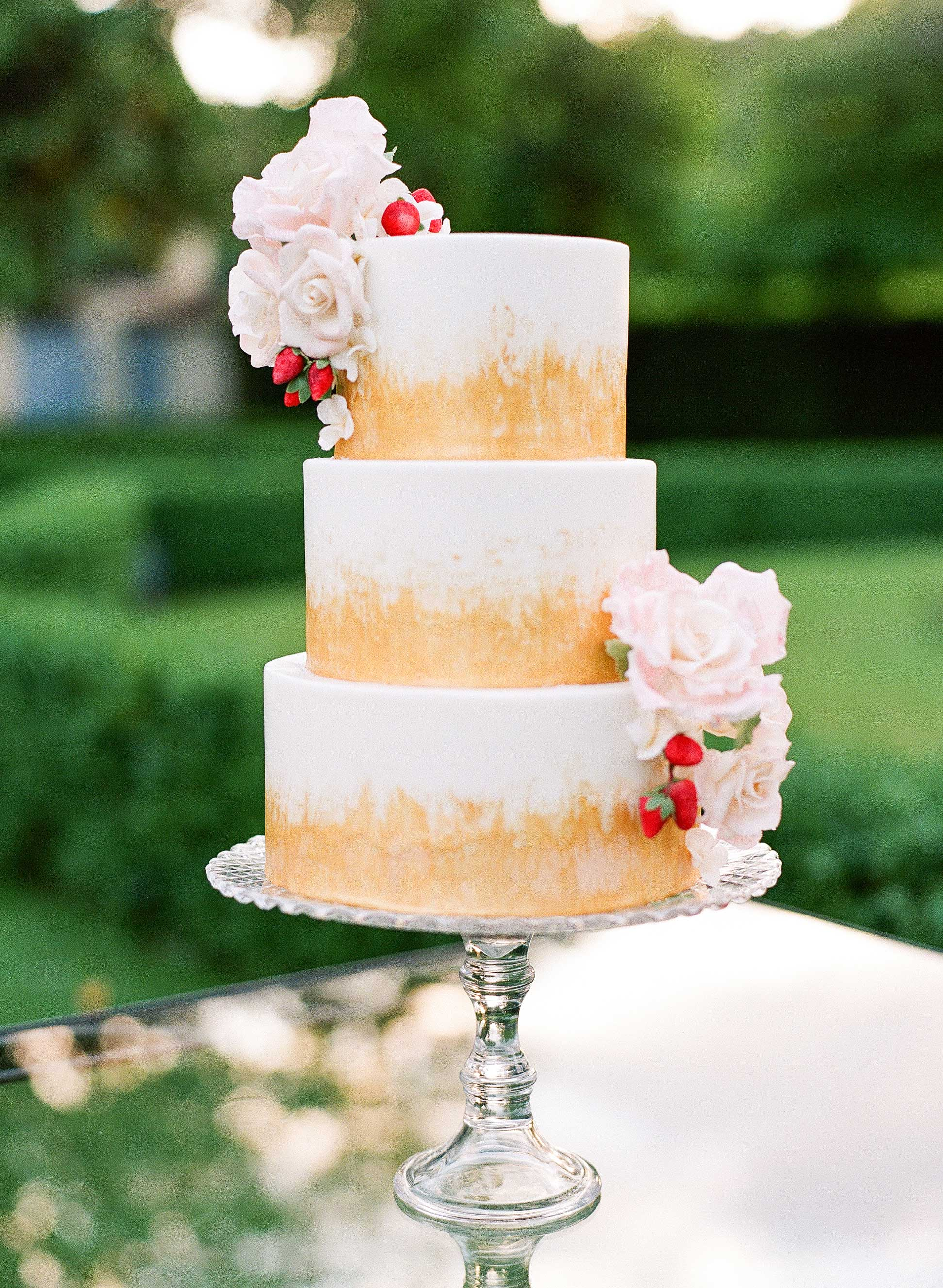 50 Beautiful Wedding Cakes That Are (Almost!) Too Pretty to