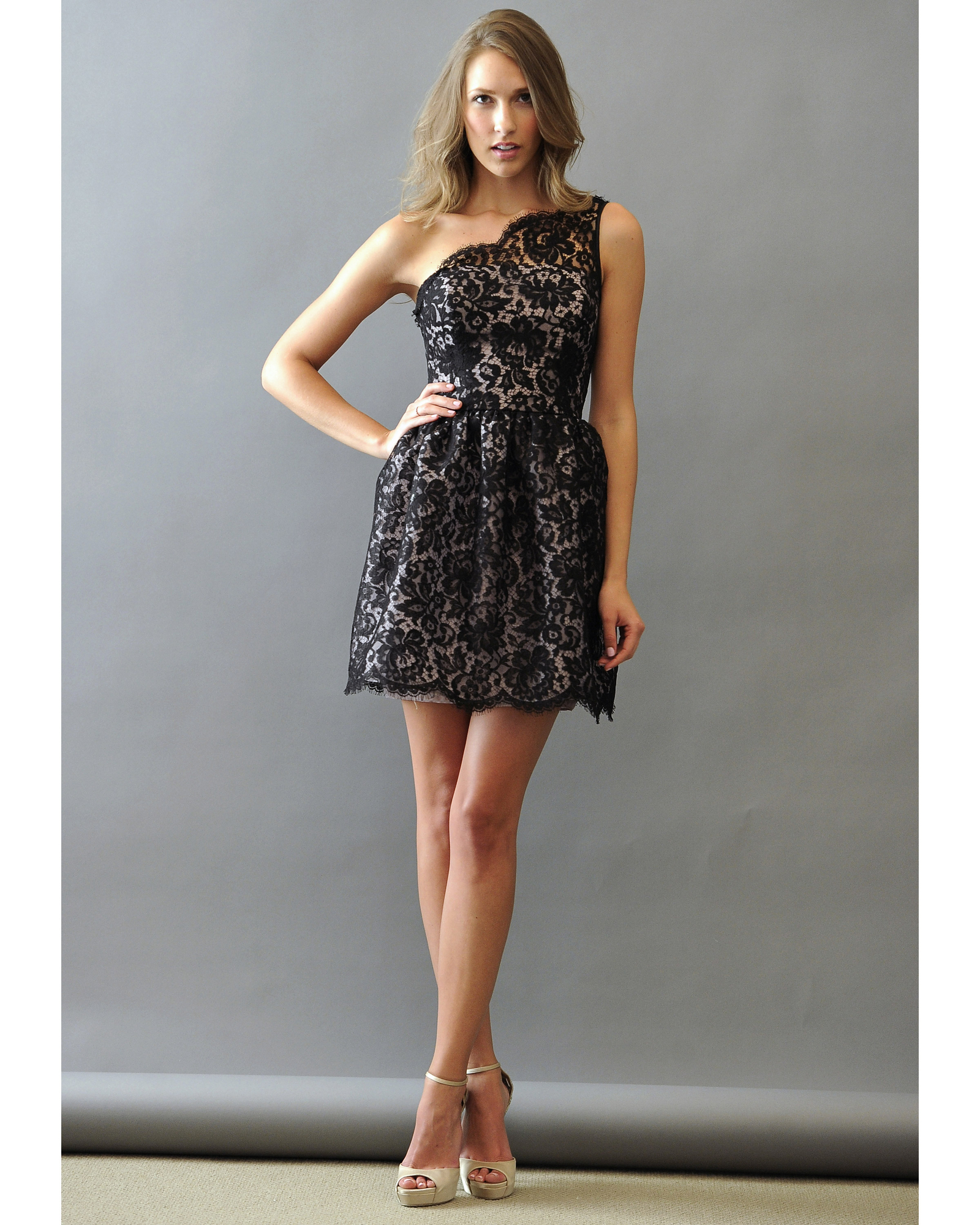 Short Lace Bridesmaid Dress in Black