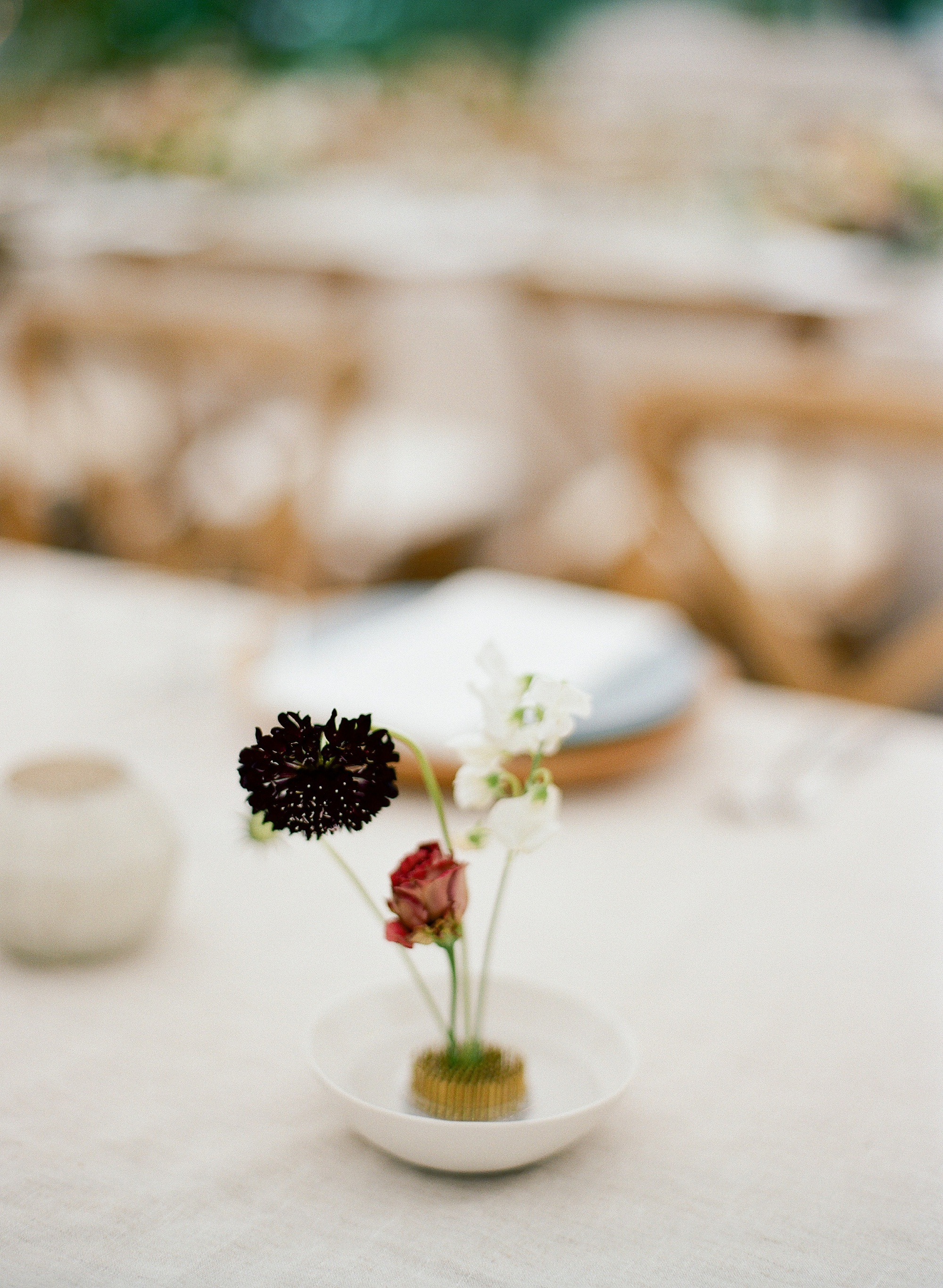 dainty modern wedding centerpiece