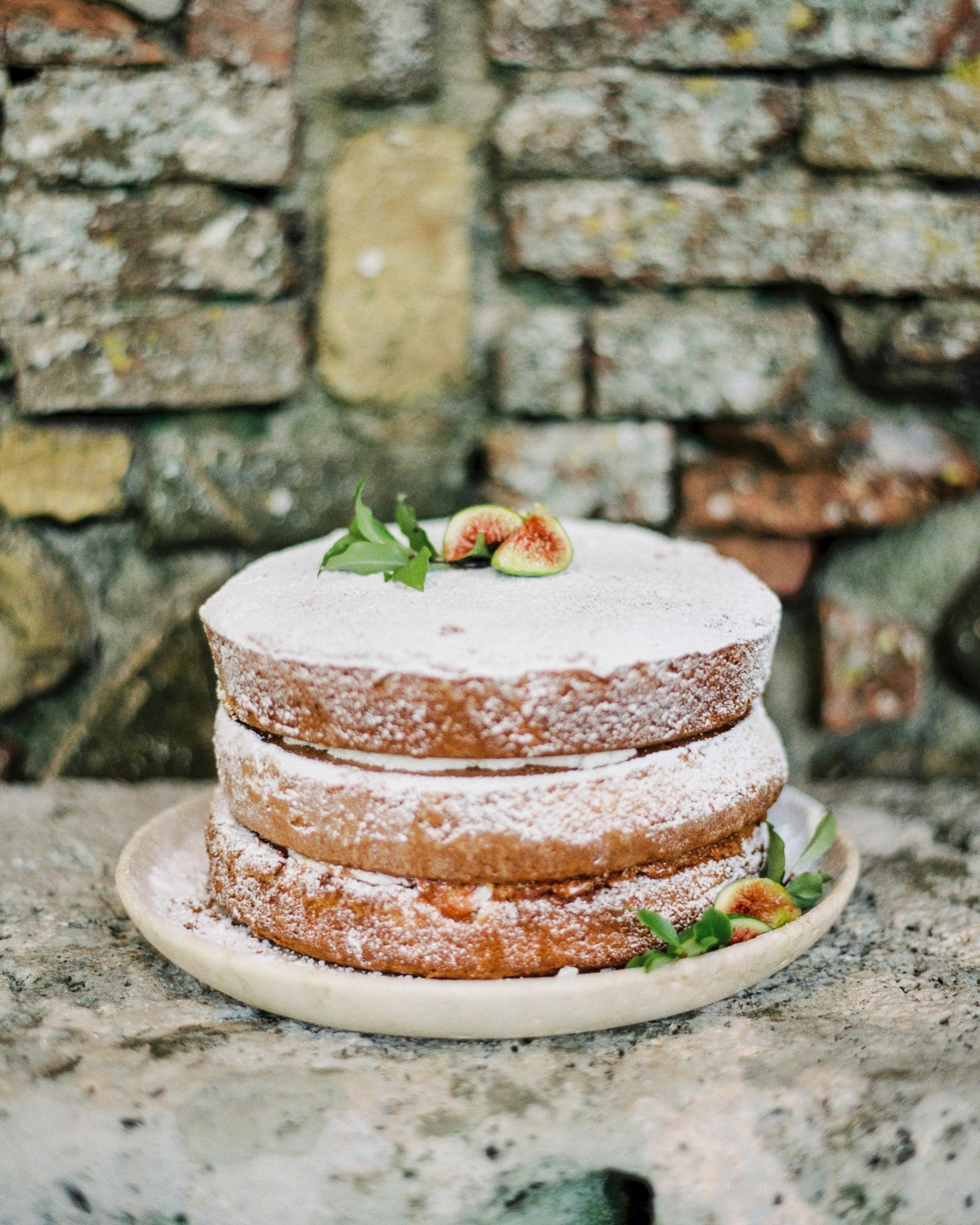 christine-dagan-wedding-naked-cake-4275_02-s113011-0616.jpg