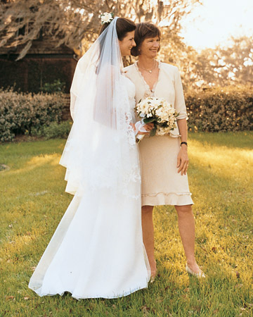 a100160_win04_bride_mom.jpg