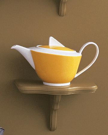 mw1004_fall04_yellow_teapot.jpg