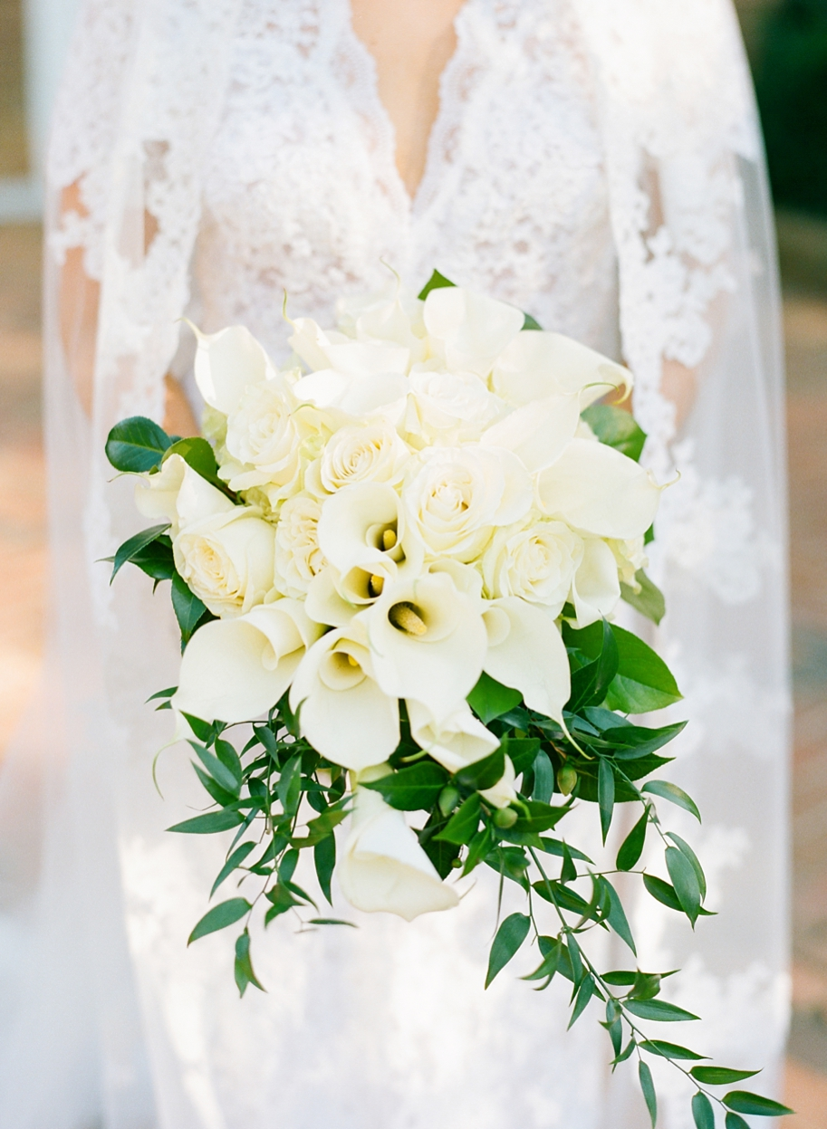 bouquet with white calla lilies and roses