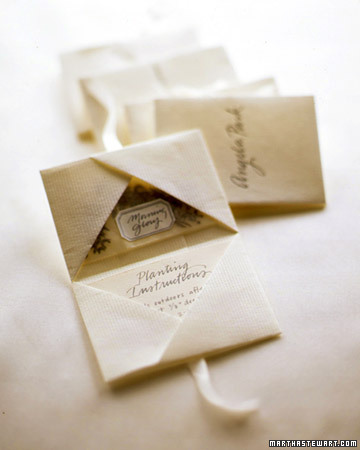 White Favors: Seed Packets