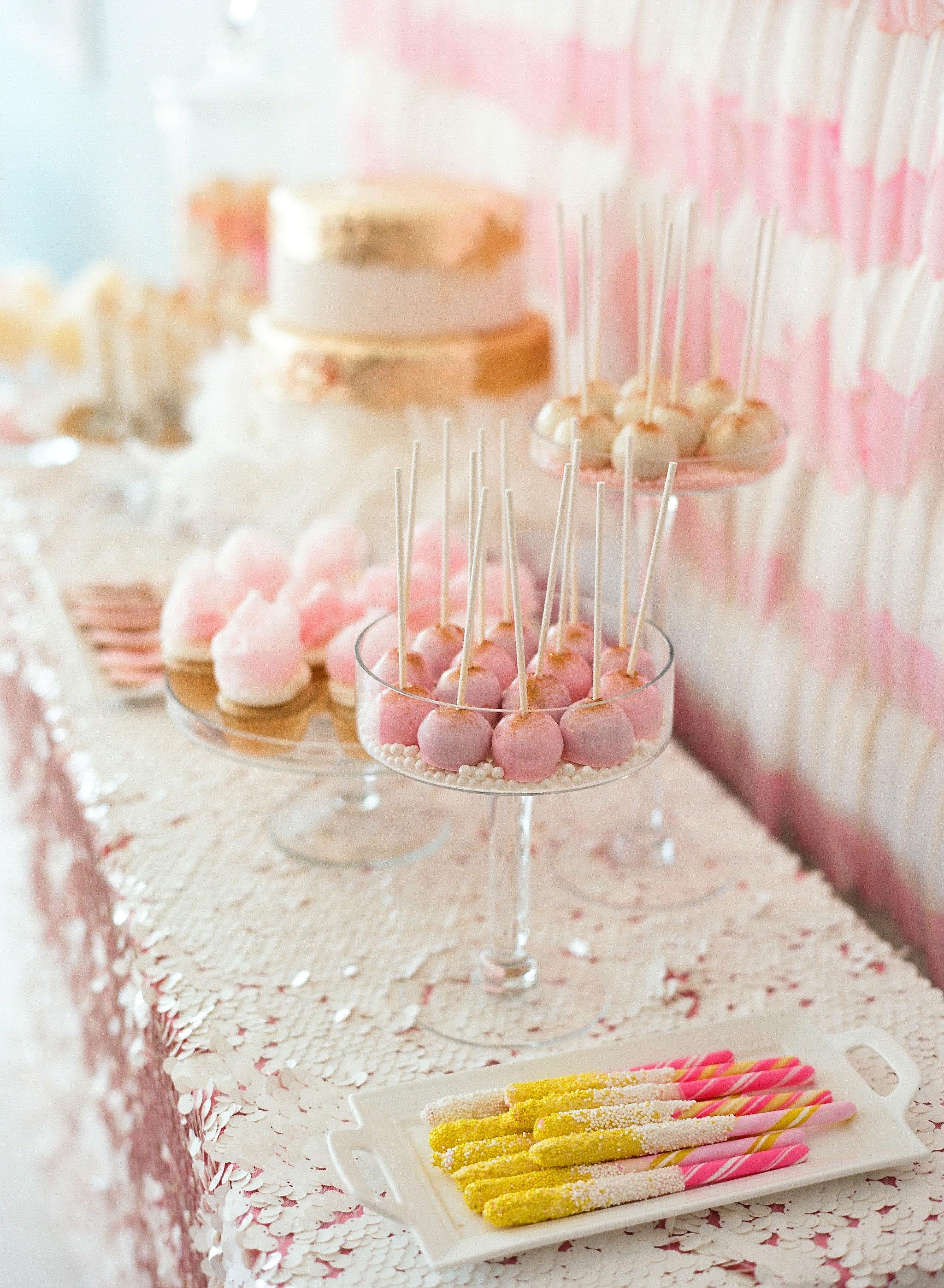 cake pops dessert table