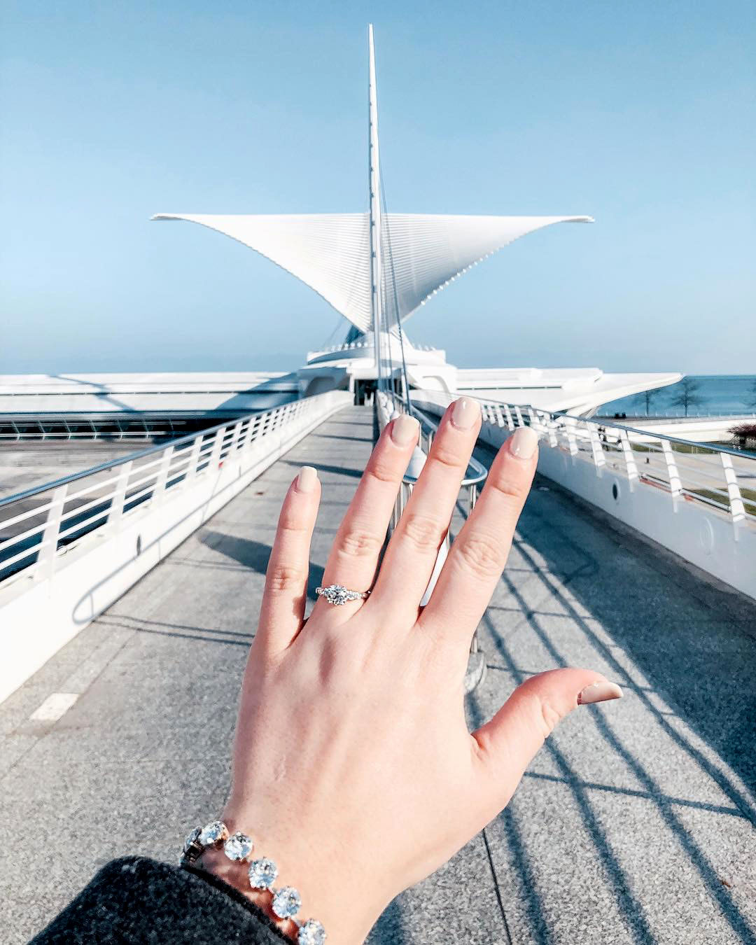 engagement ring selfie milwaukee art museum