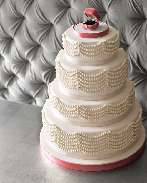 Pearl-Inspired Wedding Cake