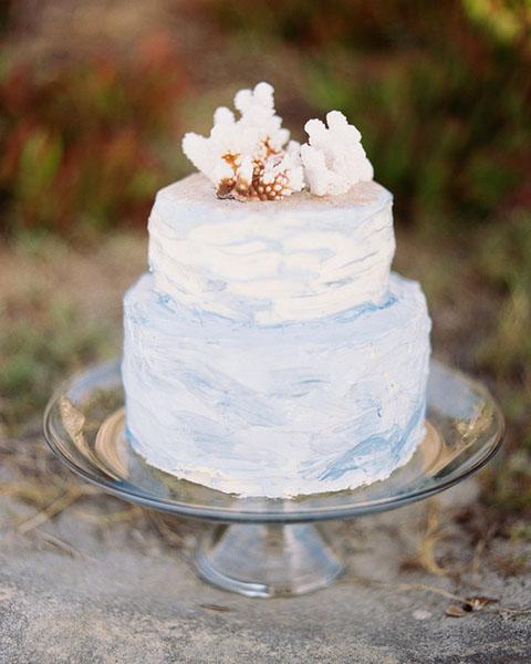 Brushstrokes frosted wedding cake