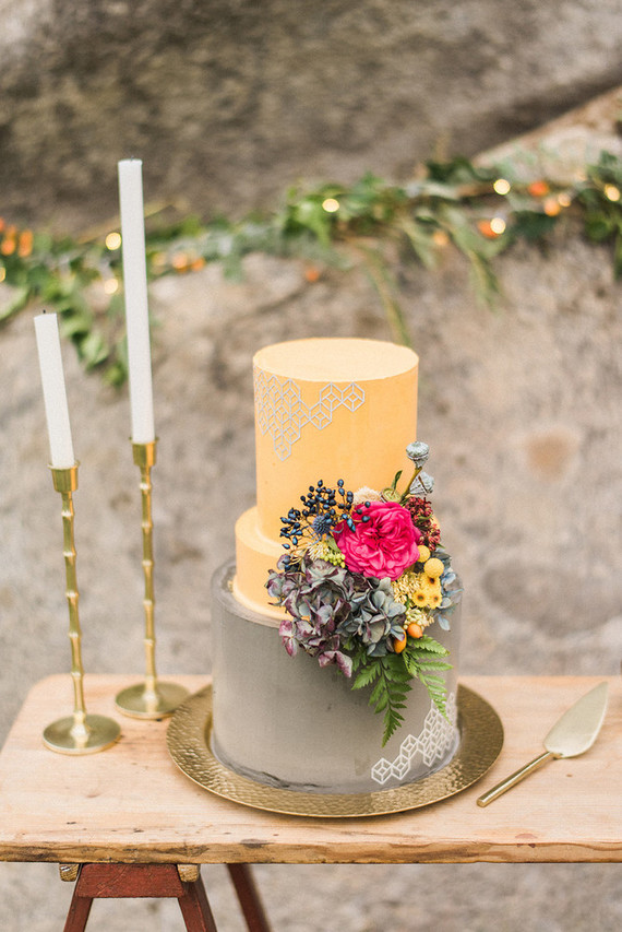 unique wedding cake skinny middle