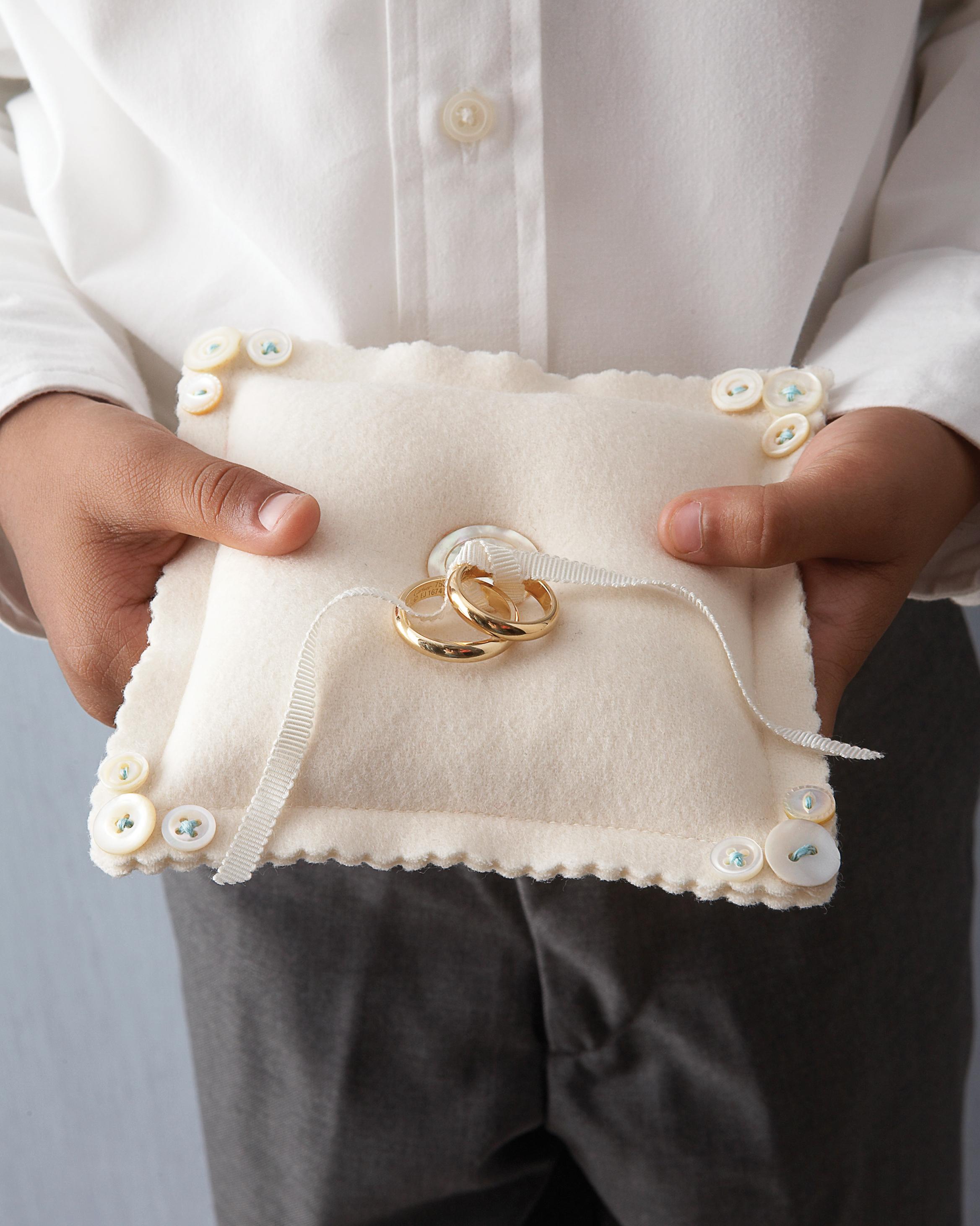diy-ring-pillows-mwd103331-buttons-0515.jpg