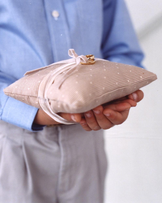 diy-ring-pillows-a101013-easytohold-0515.jpg