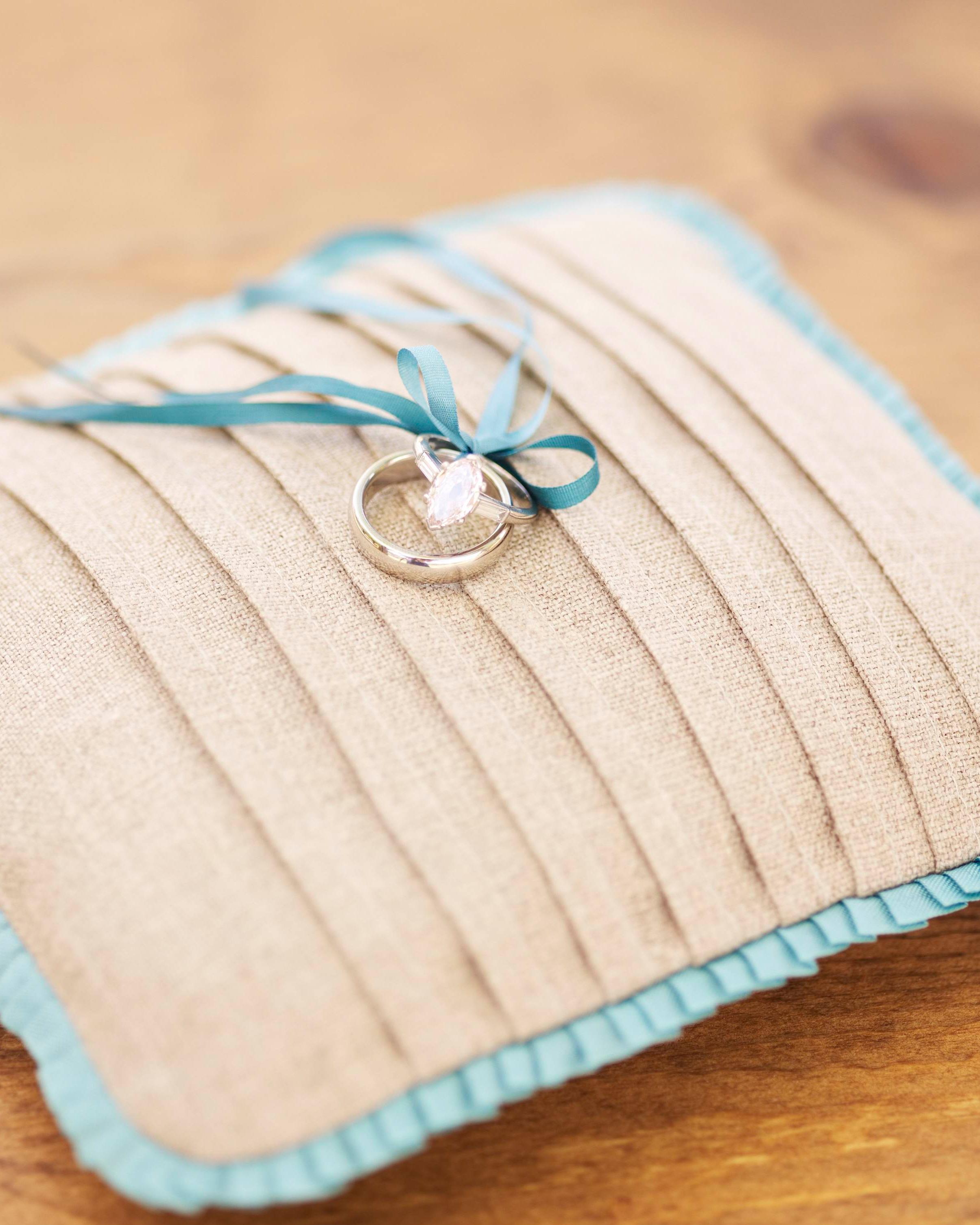 diy-ring-pillows-wd104892-linen-0515.jpg